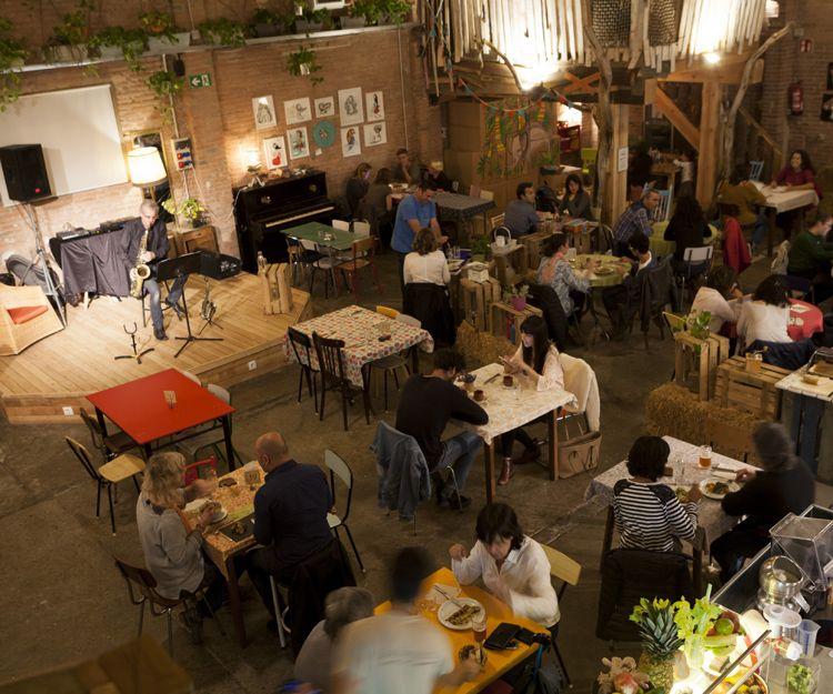 Restaurante vegetariano con espectáculo en Vic
