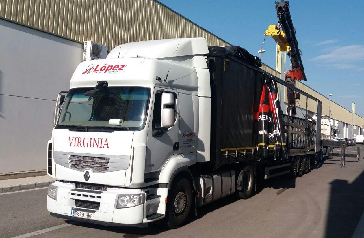 Foto 1 de Transportes de mercancía por grupaje o cargas completas en 46950 Xirivella | Transportes López
