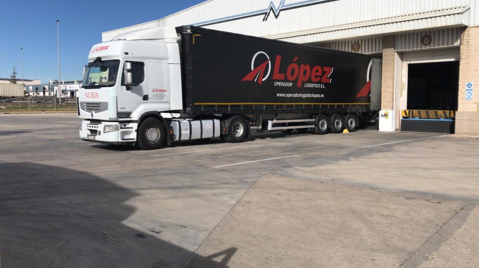 Foto 3 de Transportes de mercancía por grupaje o cargas completas en  | OPERADOR LOGÍSTICO LÓPEZ S.L