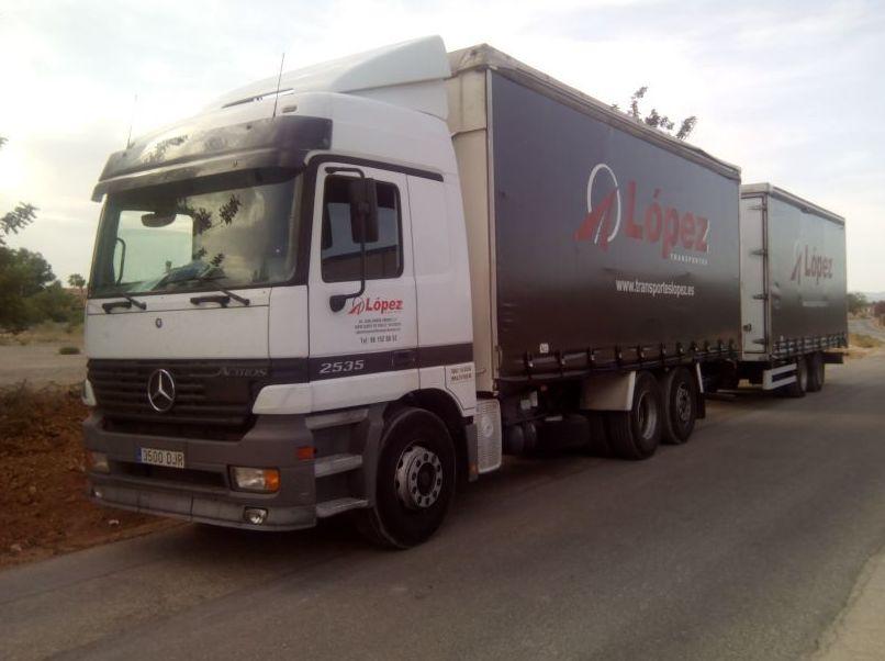 Foto 21 de Transportes de mercancía por grupaje o cargas completas en  | OPERADOR LOGÍSTICO LÓPEZ S.L