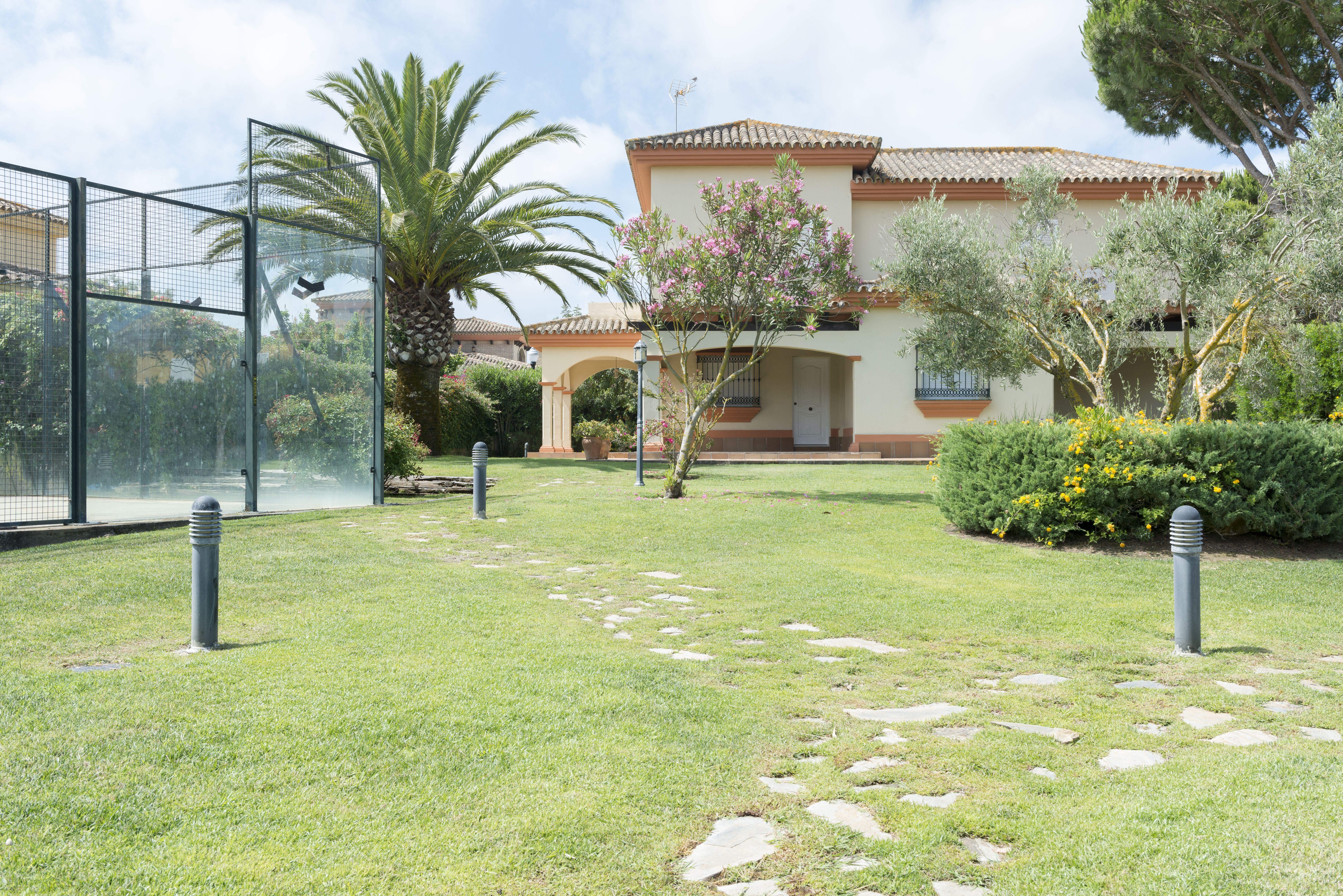 Mantenimiento integral de jardines privados en Cádiz