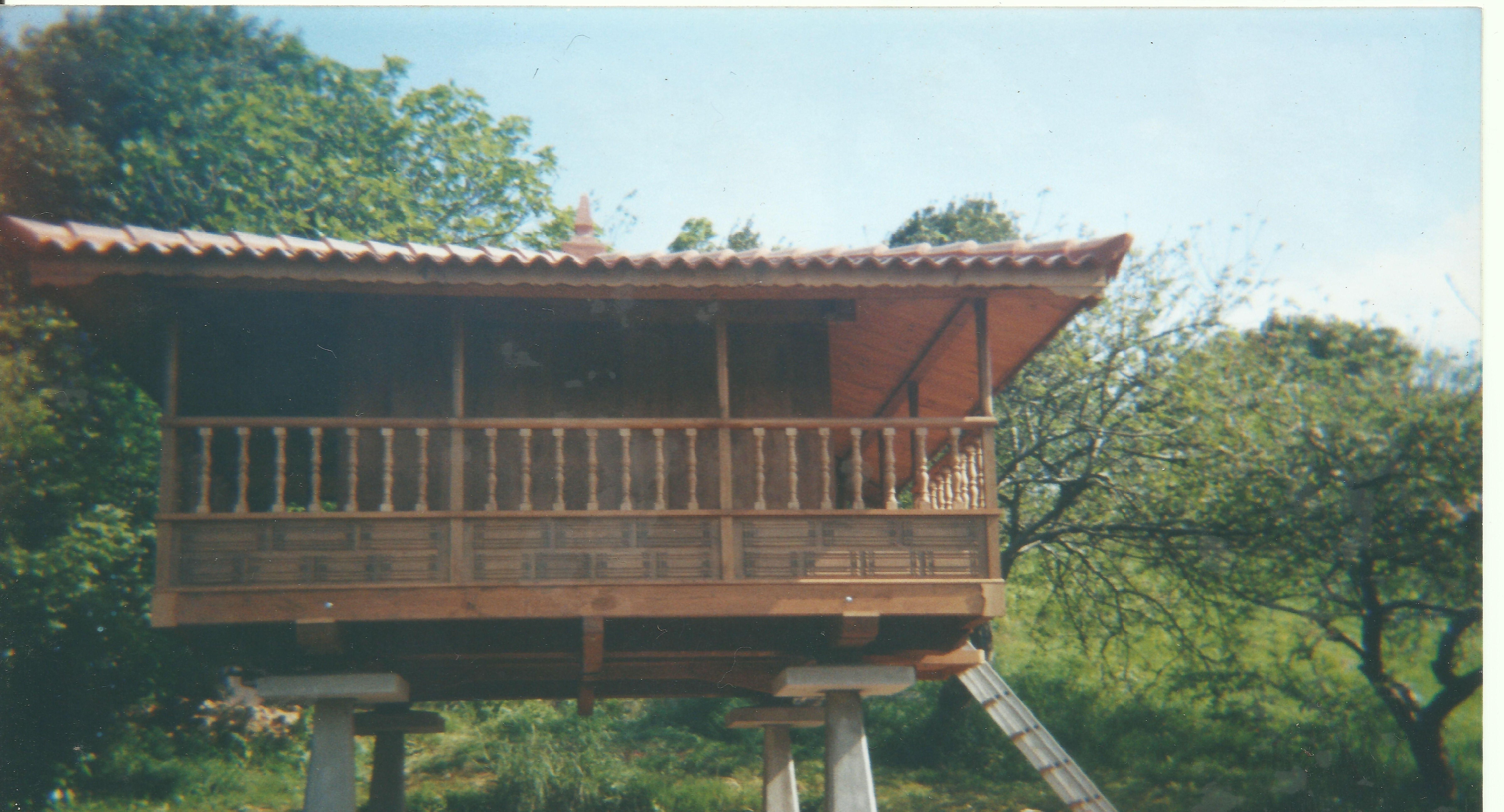 Hórreos de madera en Asturias