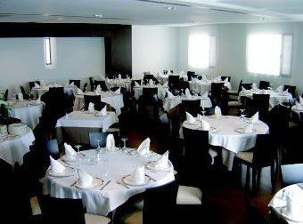 Amplio salón para nuestros clientes