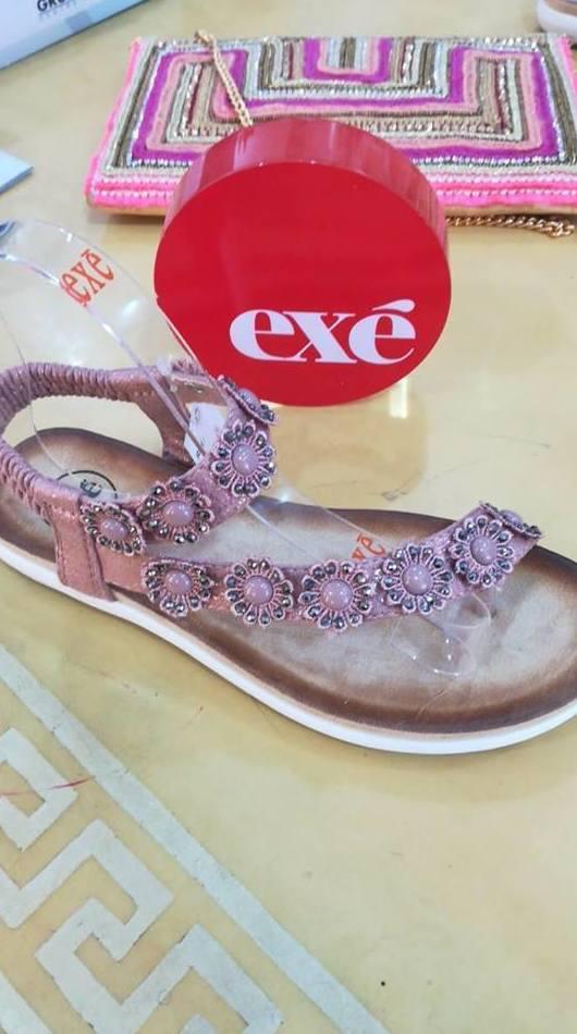 Sandalias y bolso predería Exé