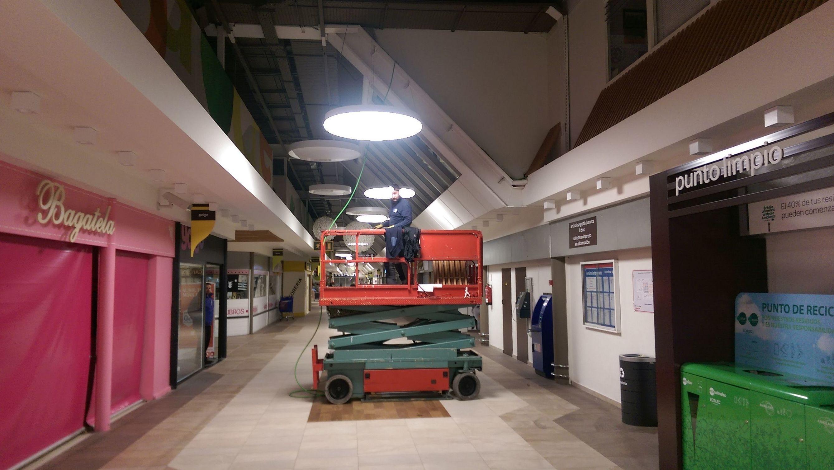 Sustitucion de Derivacion Individual en Centro Comercial Azabache