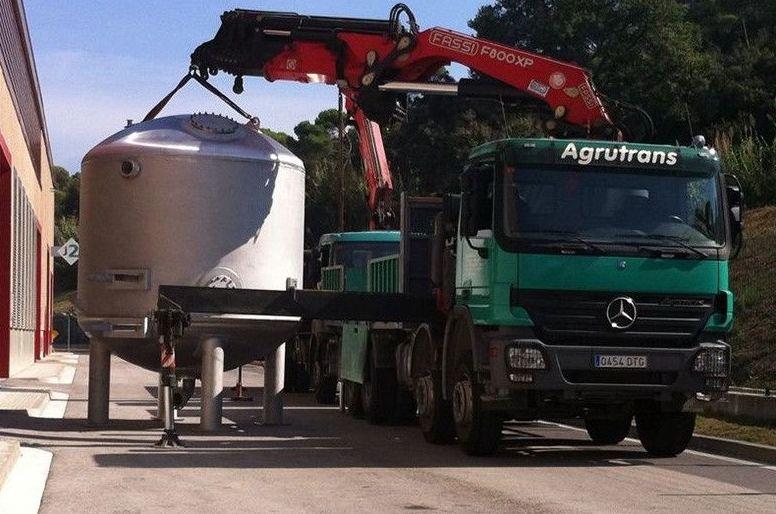 Camiones pluma en Sant Andreu de la Barca