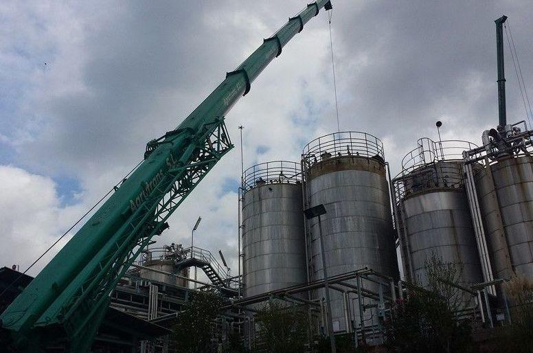 Grúas para montajes industriales en Barcelona