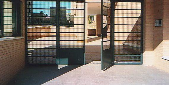 Puertas peatonales : Catálogo de Industria Puertas y Cerramientos