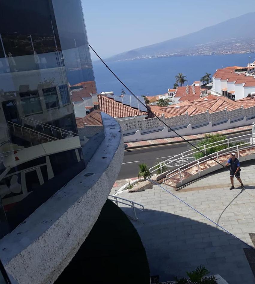 Limpieza de cristales en altura en Tenerife