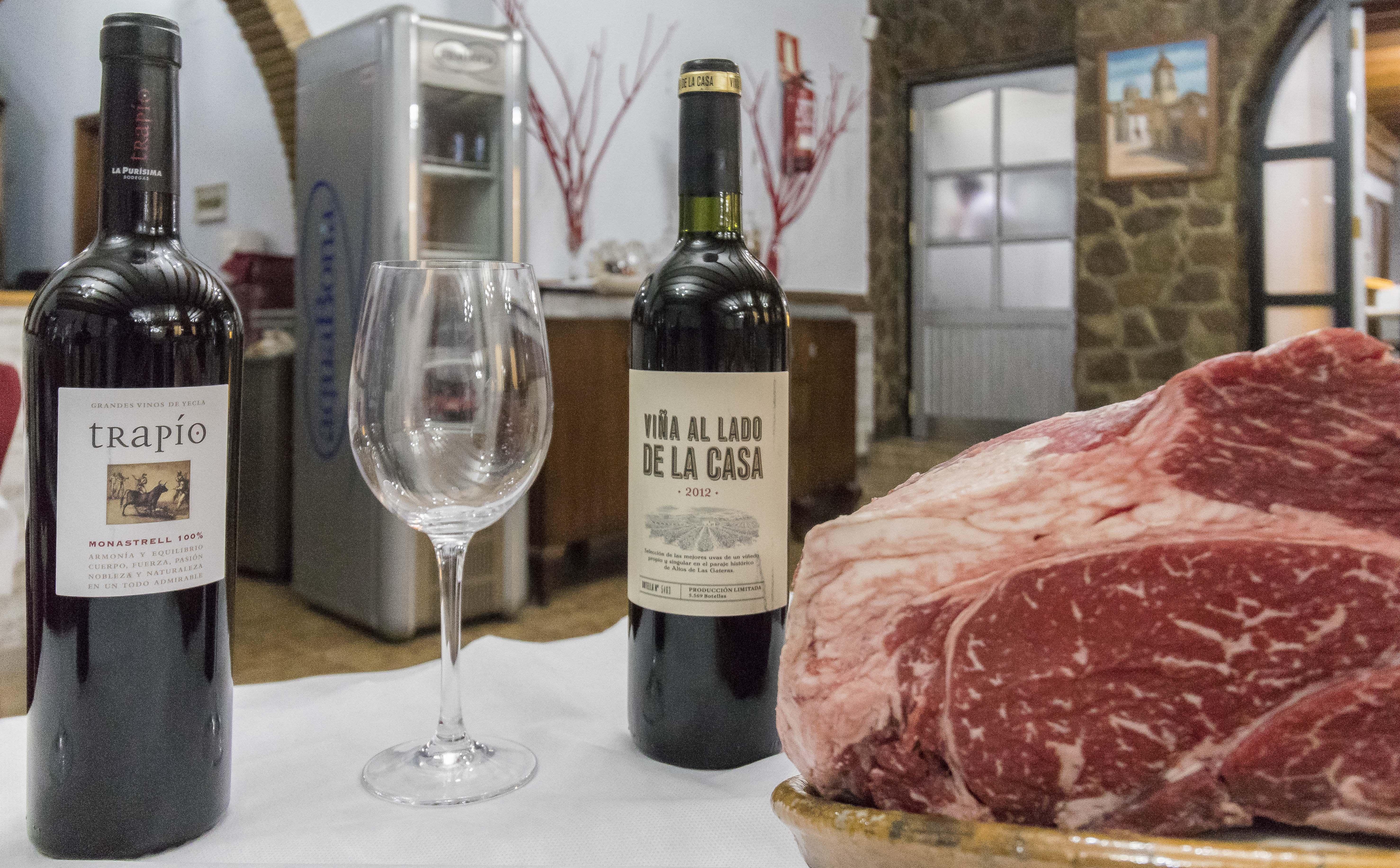 Restaurante con gran variedad de carnes en Yecla