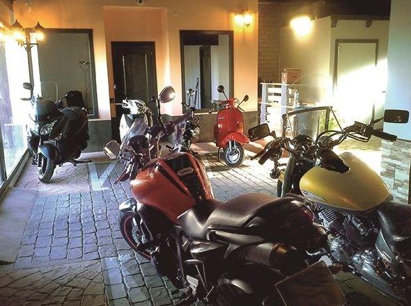 Moto de cortesía: Servicios de Sarmigarage Motorcycles