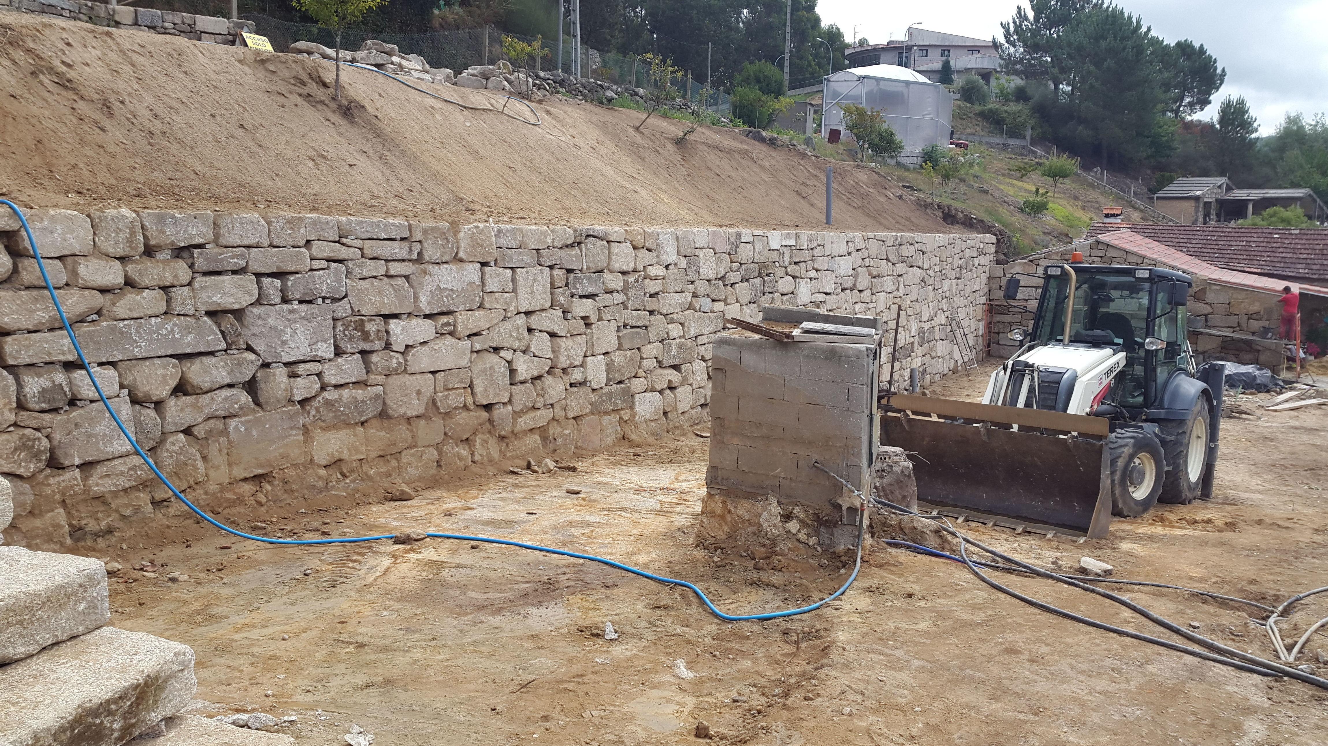 muros con piedra rstica del pas servicios de excavaciones y muros essal - Muros De Piedra