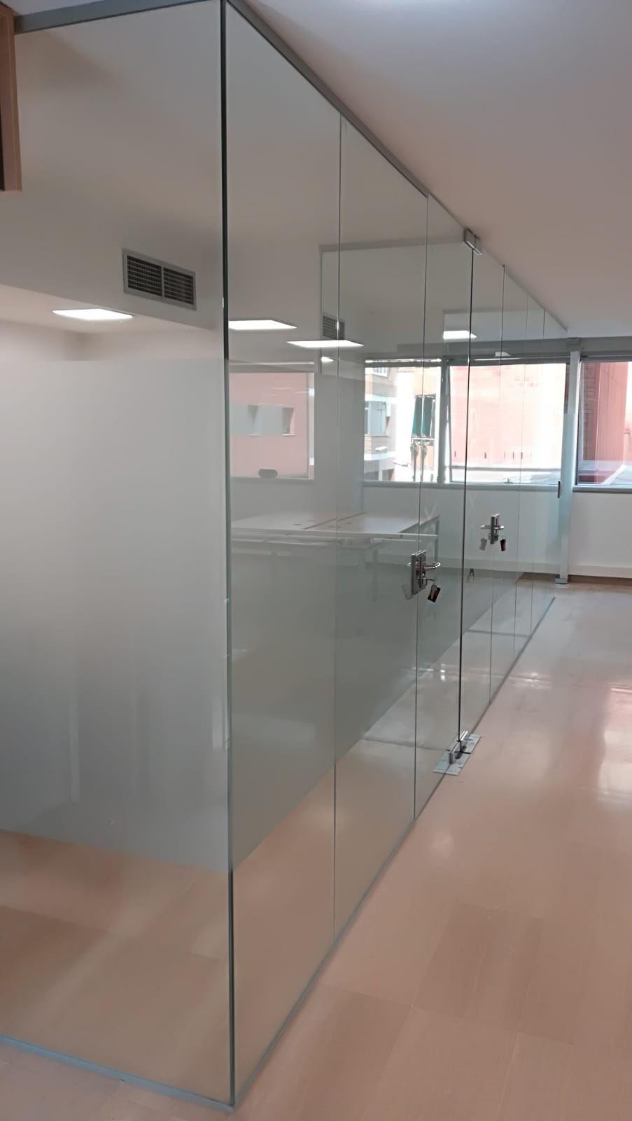 Cerramientos de cristal para oficinas en Sabadell
