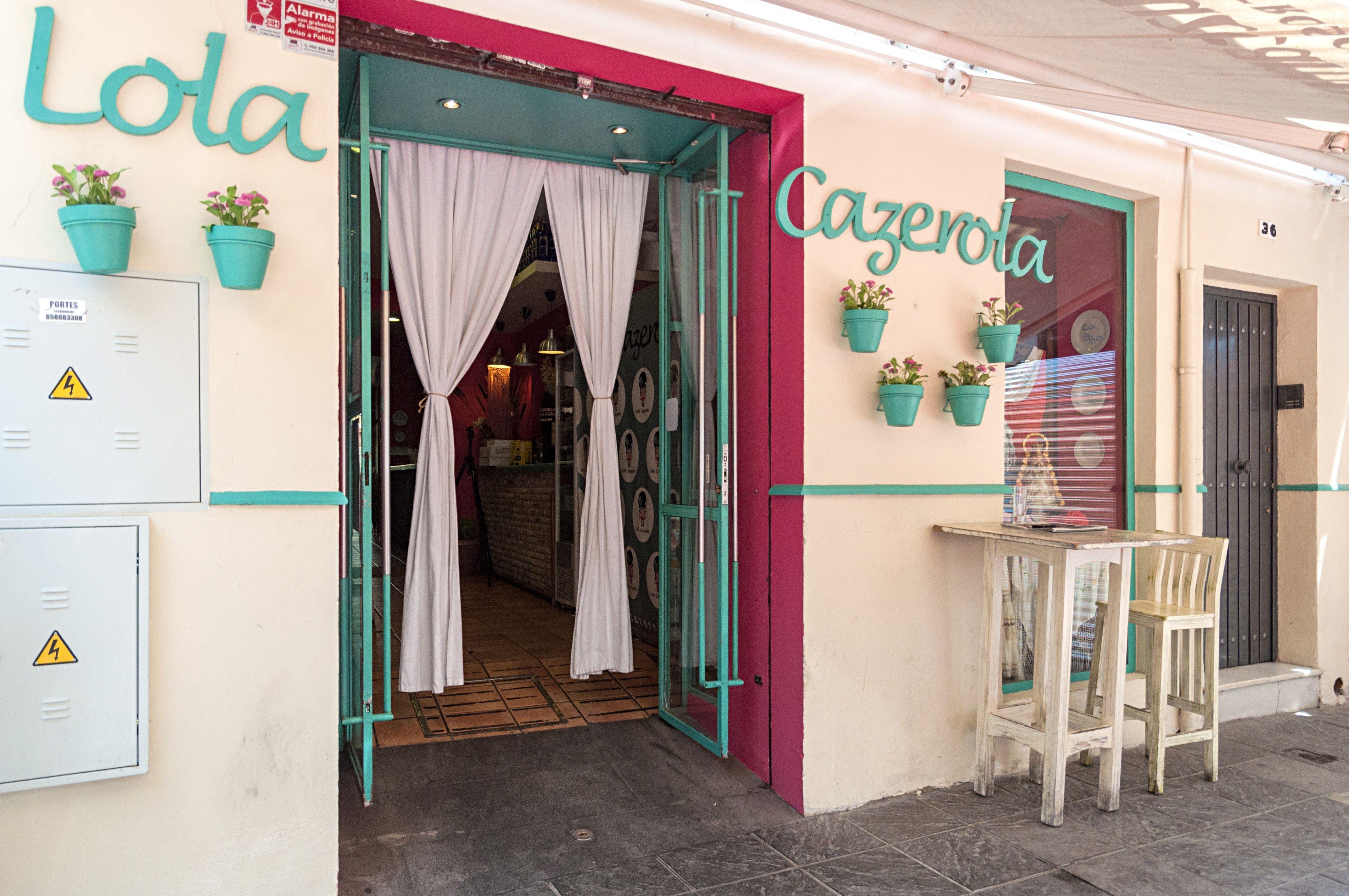 Foto 1 de Restaurantes espectáculo en Sevilla | Lola Cazerola