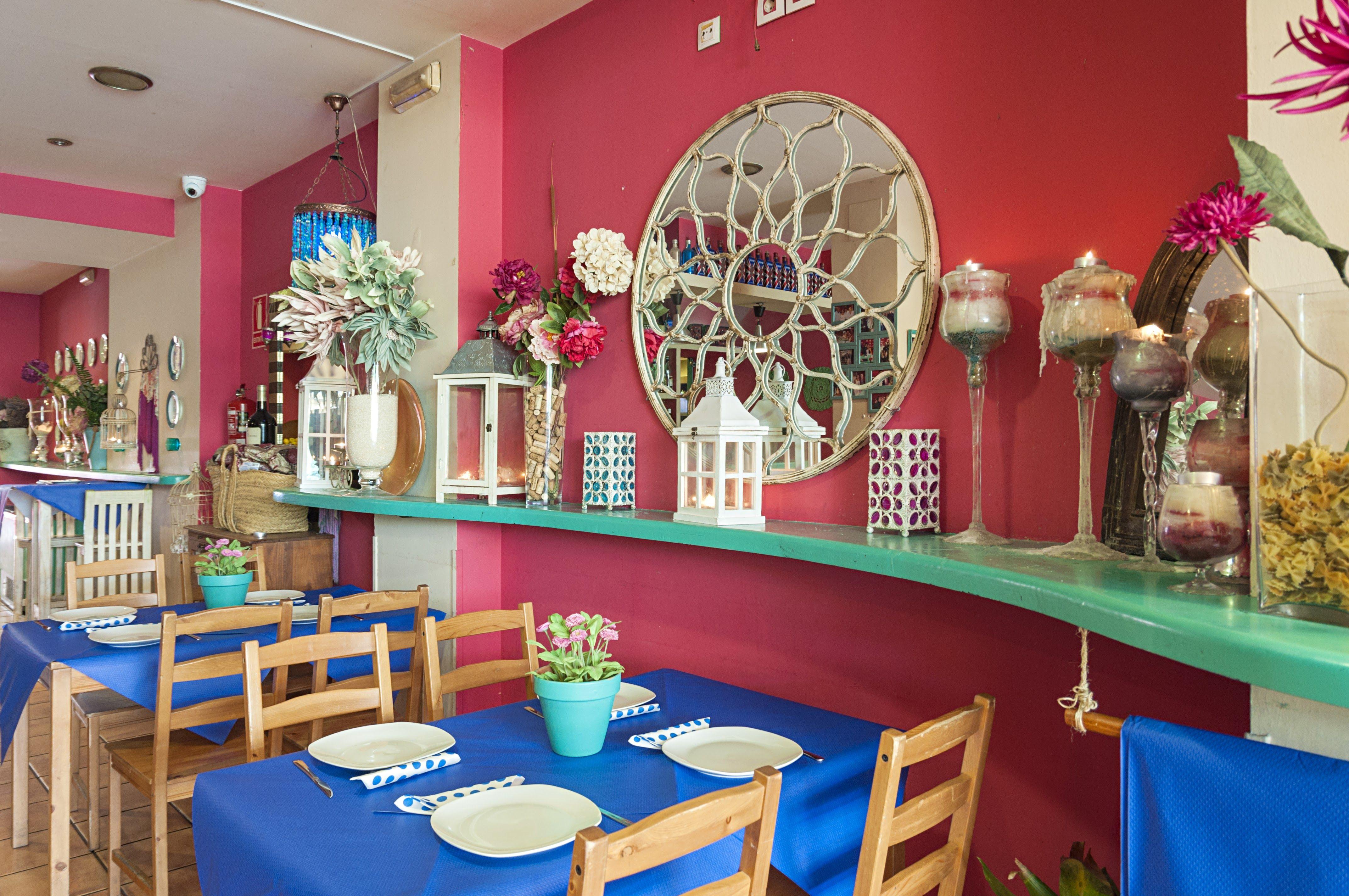 Foto 5 de Restaurantes espectáculo en Sevilla | Lola Cazerola