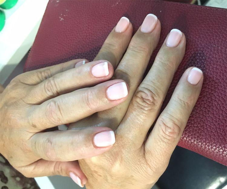 Disfruta de la manicura francesa en tus uñas
