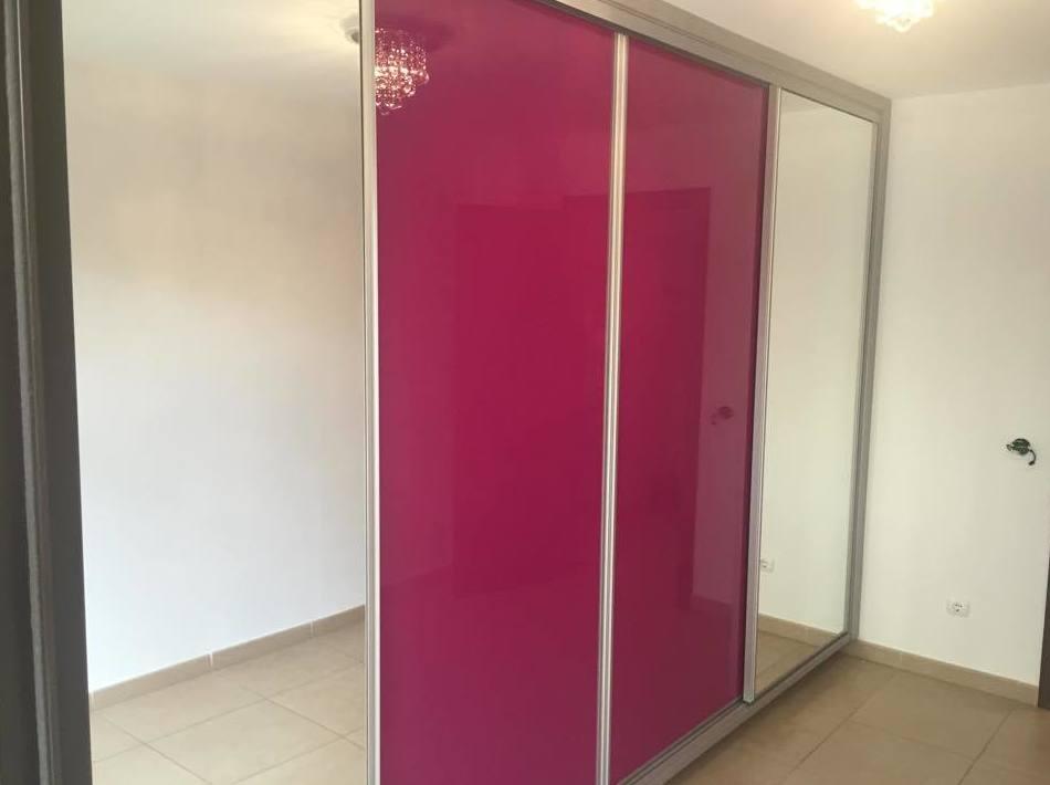 Puertas de armario en alto brillo y espejo
