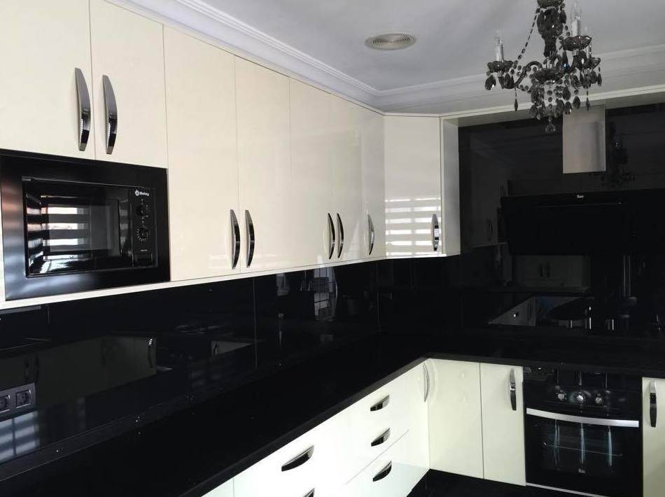 Cocina en blanco y negro, una combinación de colores elegante