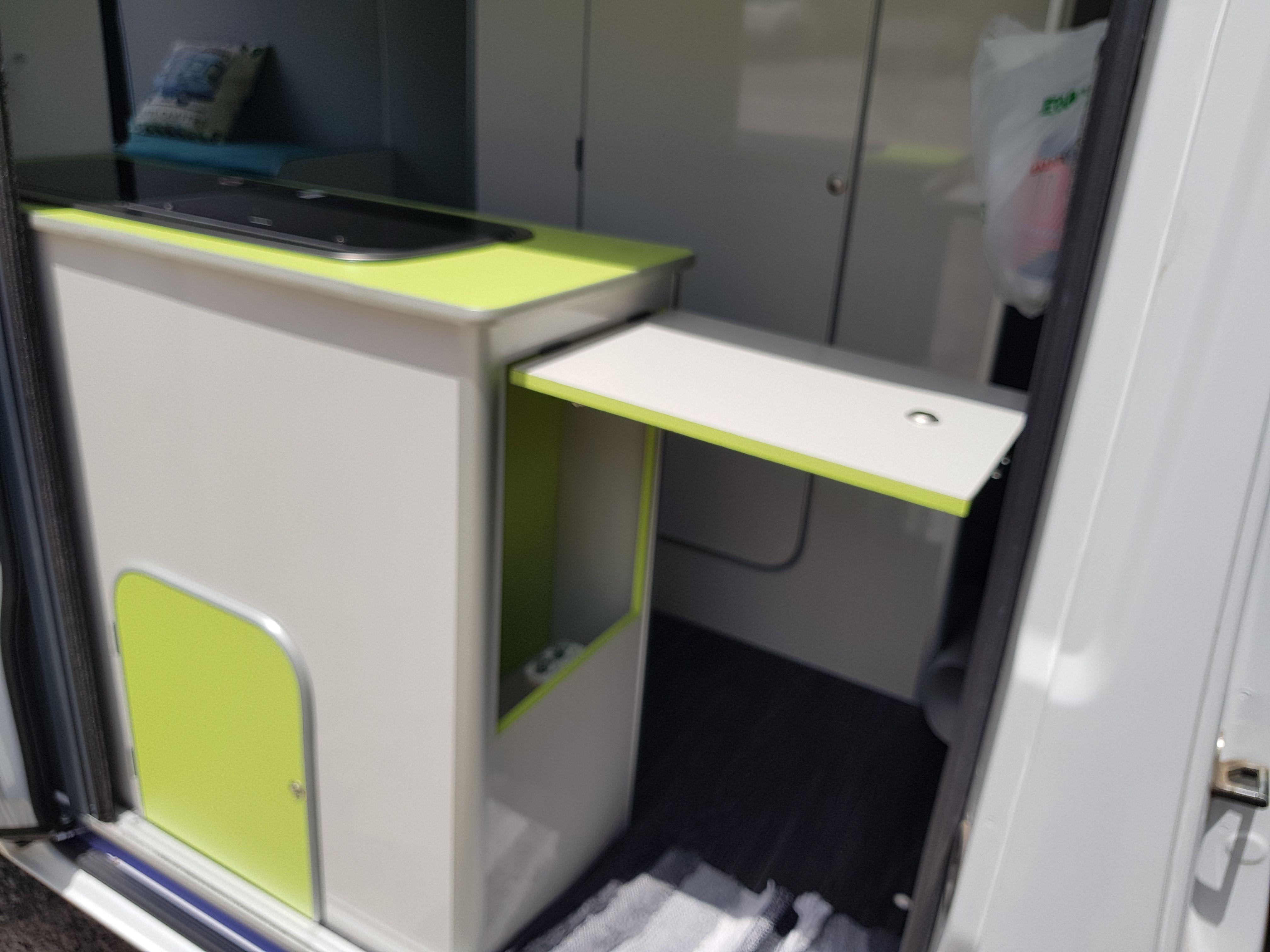 Foto 12 de Taller de furgonetas camperizadas y caravanas en Vecindario | SMV Camper