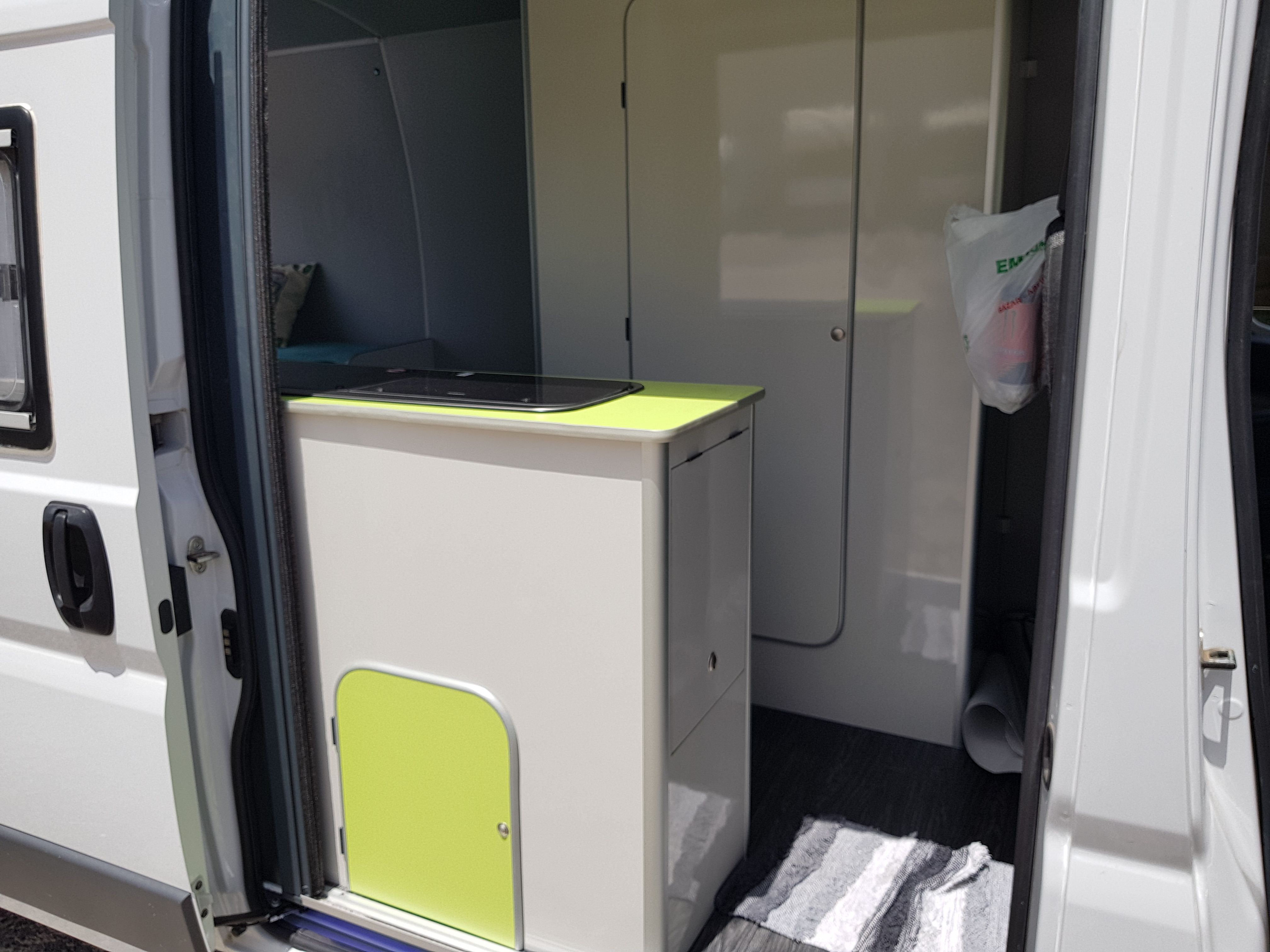Foto 13 de Taller de furgonetas camperizadas y caravanas en Vecindario | SMV Camper