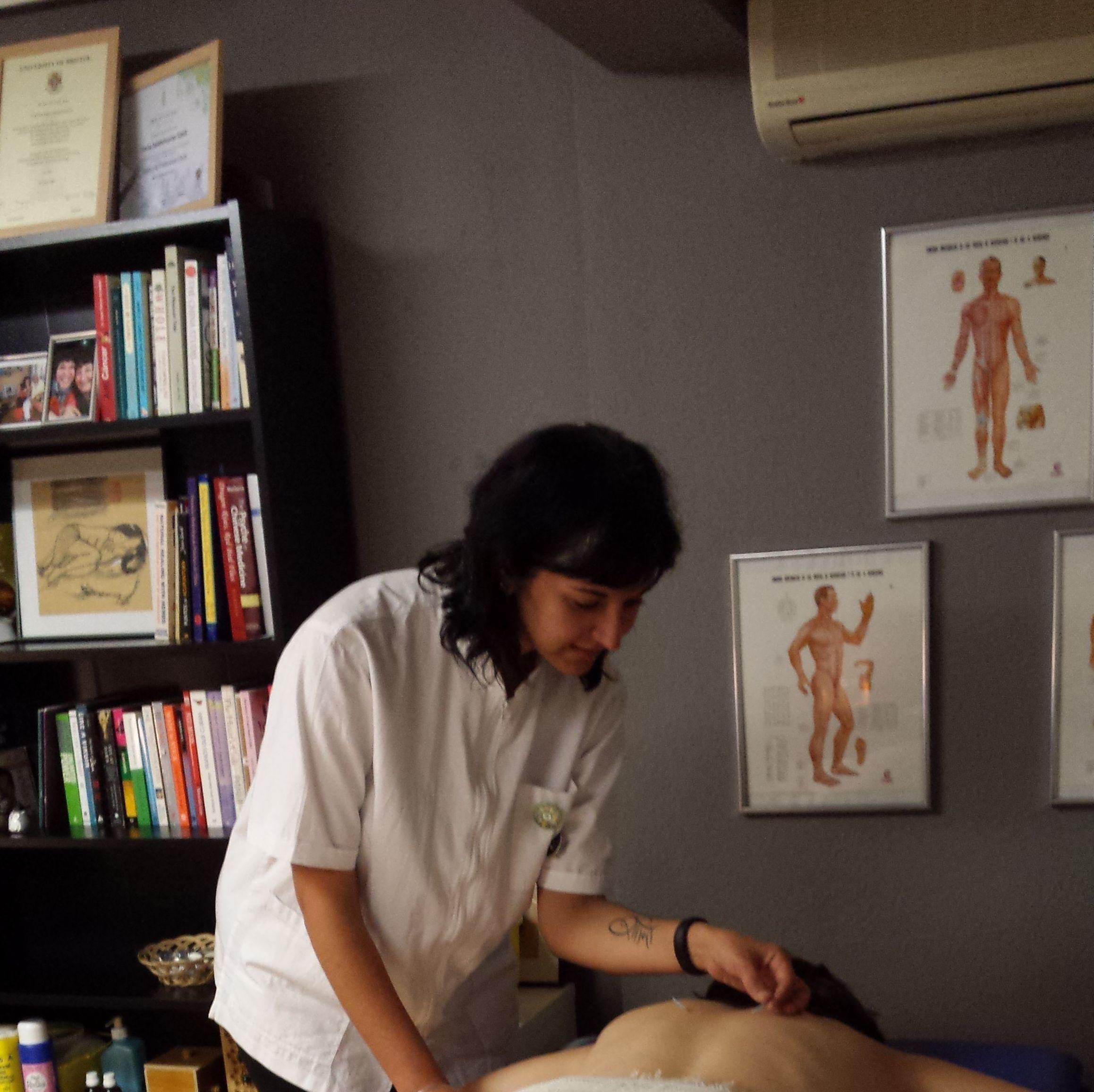 ENGLISH - Traditional Chinese Medicine: La consulta/The practice de Parisa Salahshourian, Terapias Naturales & Vida Vegana
