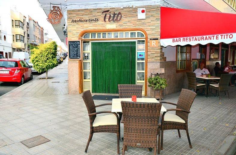 Restaurante con amplia terraza en Los Abrigos