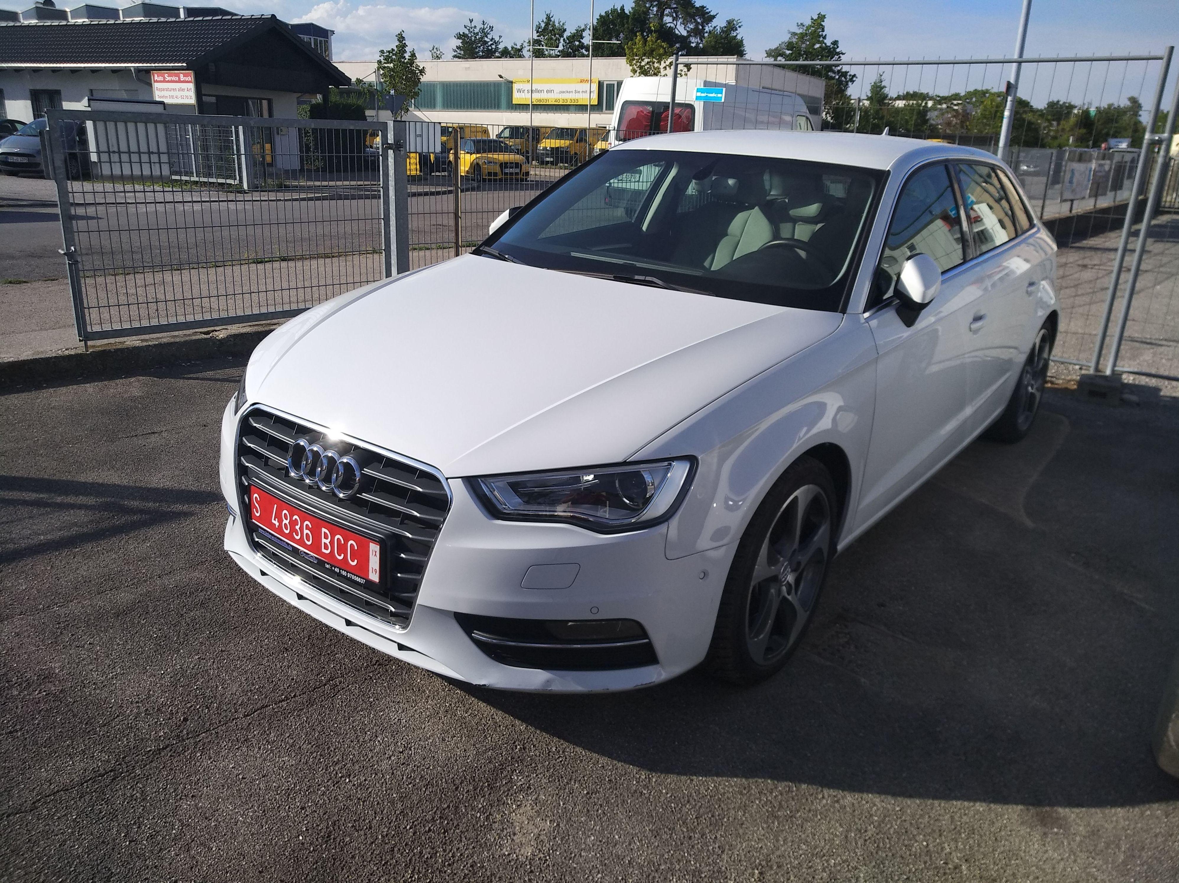 Audi A3: PRODUCTOS Y SERVICIOS  de Autotaxi Eliseo