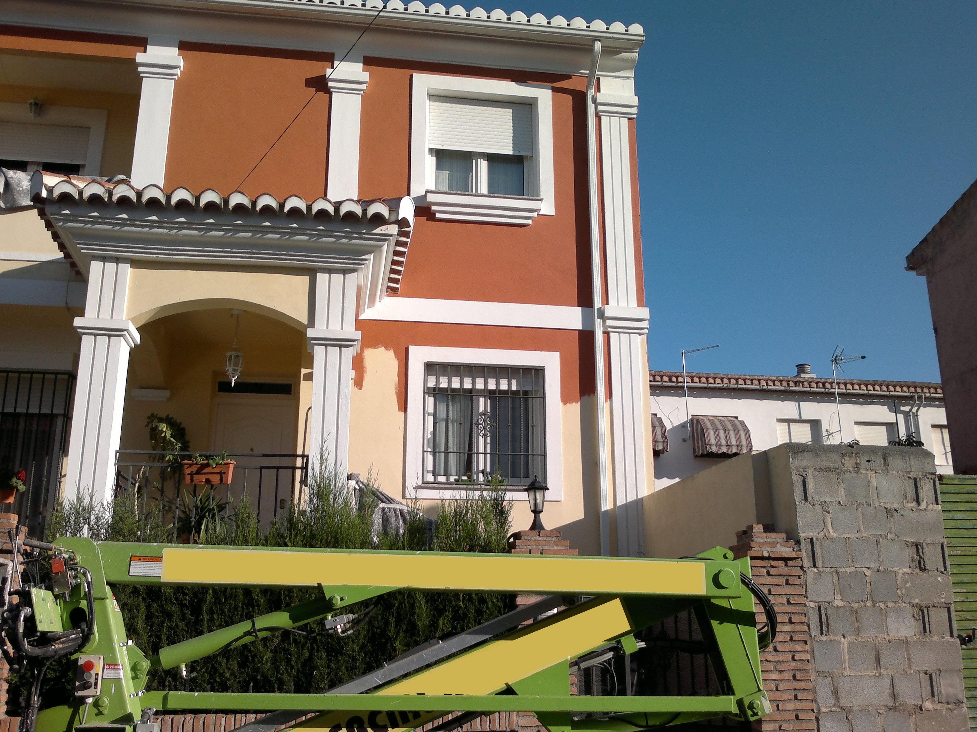 Pintura de fachadas de casas y edificios con elevador