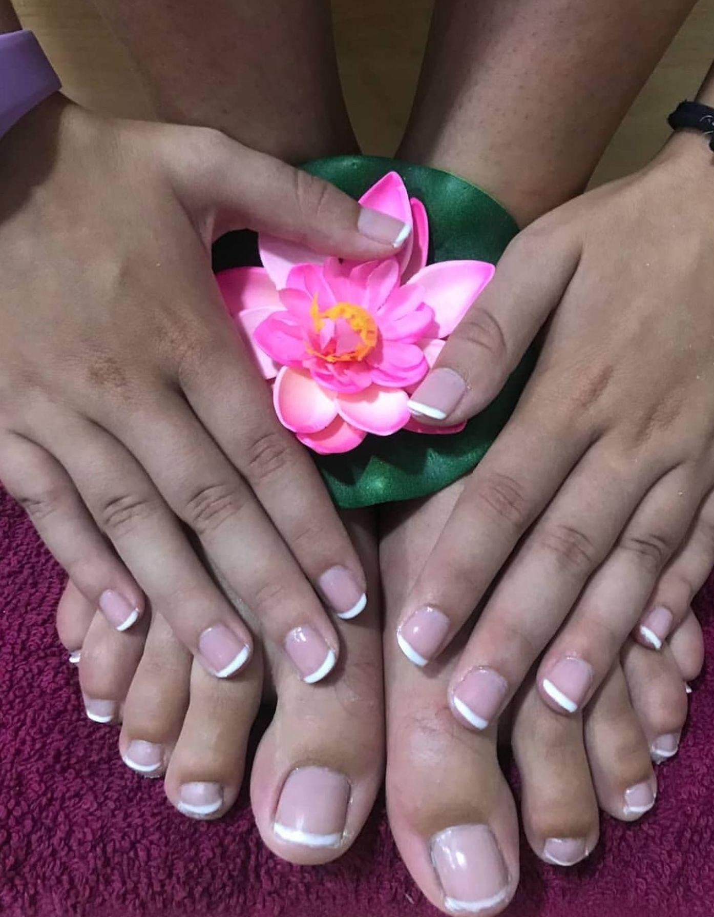 MANICURA Y PEDICURA: Peluquería y estética de Elegans Perruquería