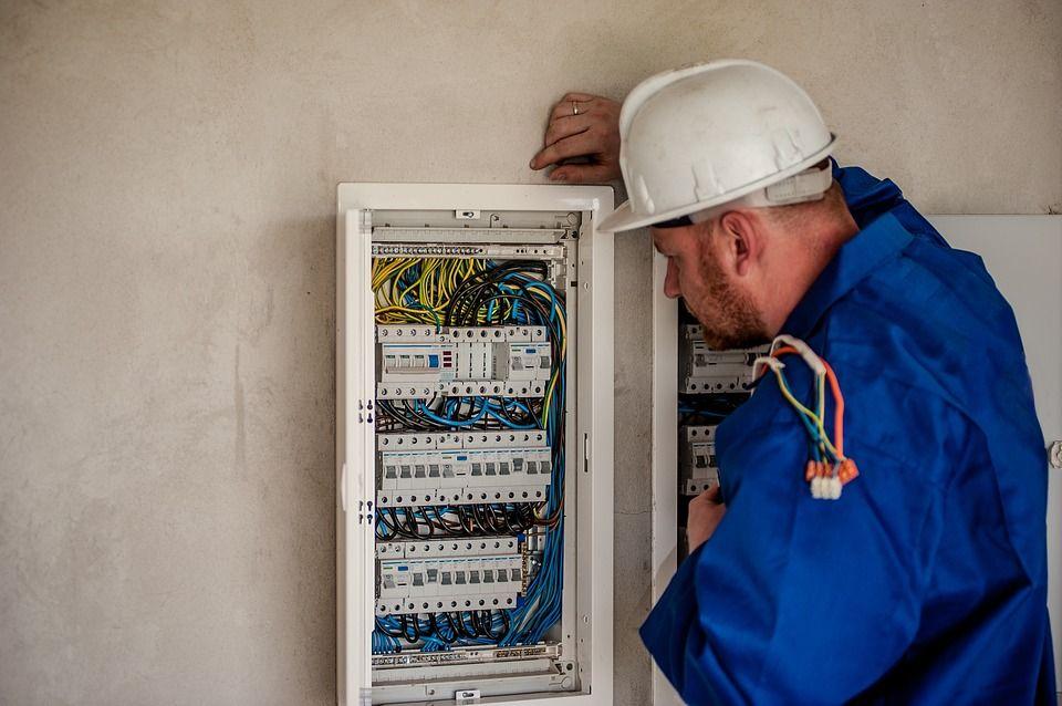 Revisión de cuadros eléctricos: Servicios de Electricidad Juan