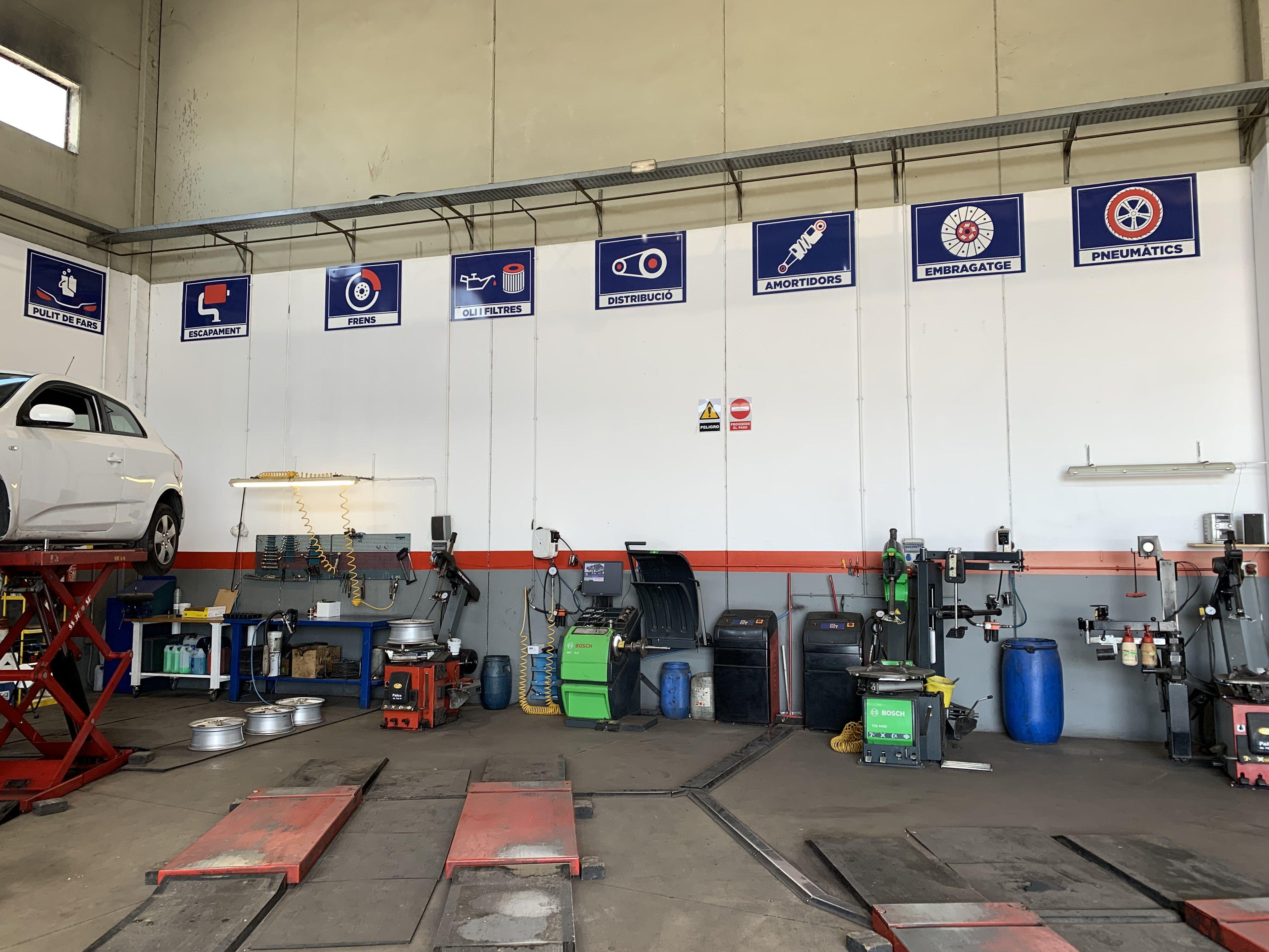 Foto 7 de Reparaciones vehículos, motos y camiones en  | Pneumàtics Rodauto de l'Empordà