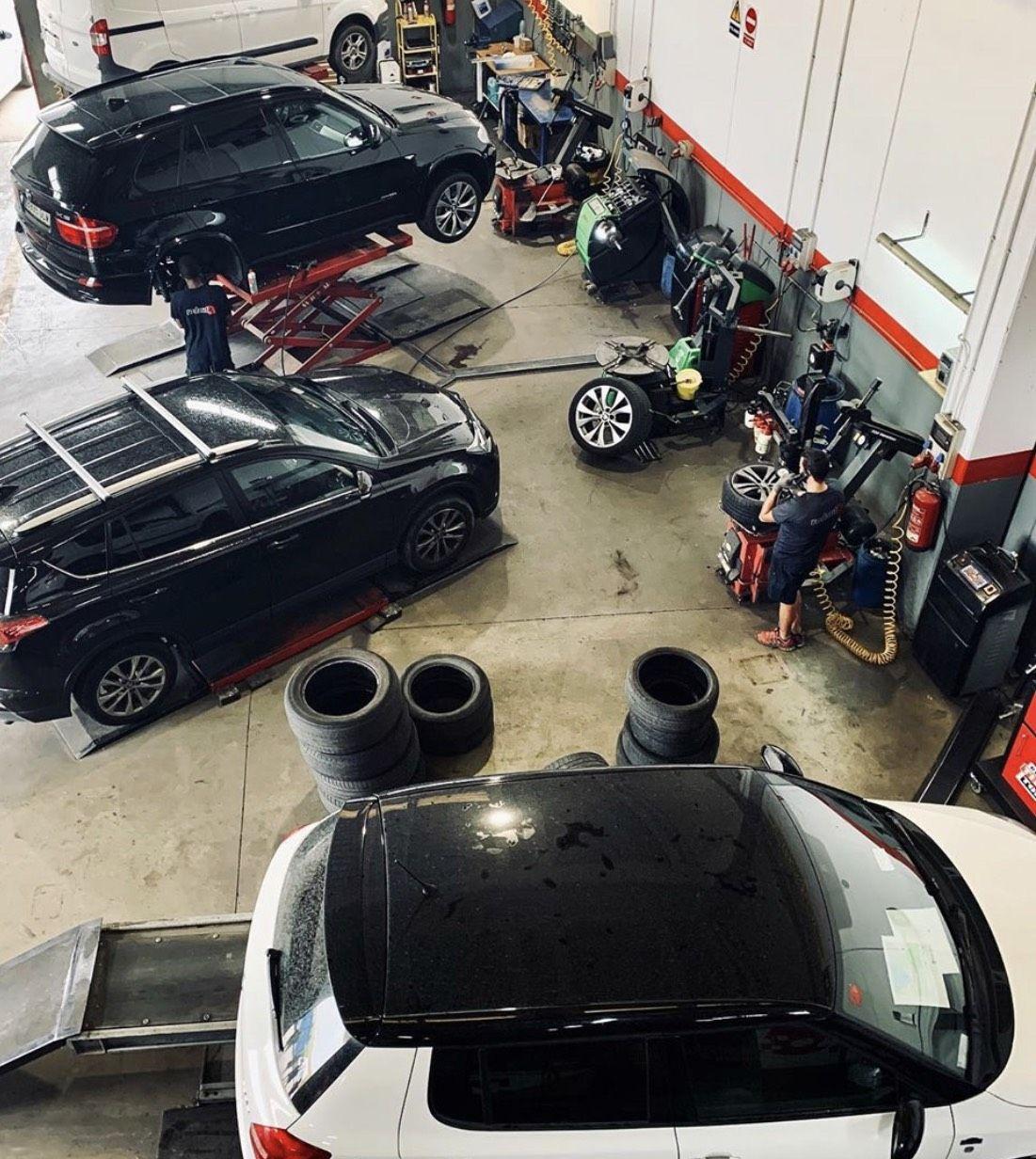 Foto 14 de Reparaciones vehículos, motos y camiones en    Pneumàtics Rodauto de l'Empordà