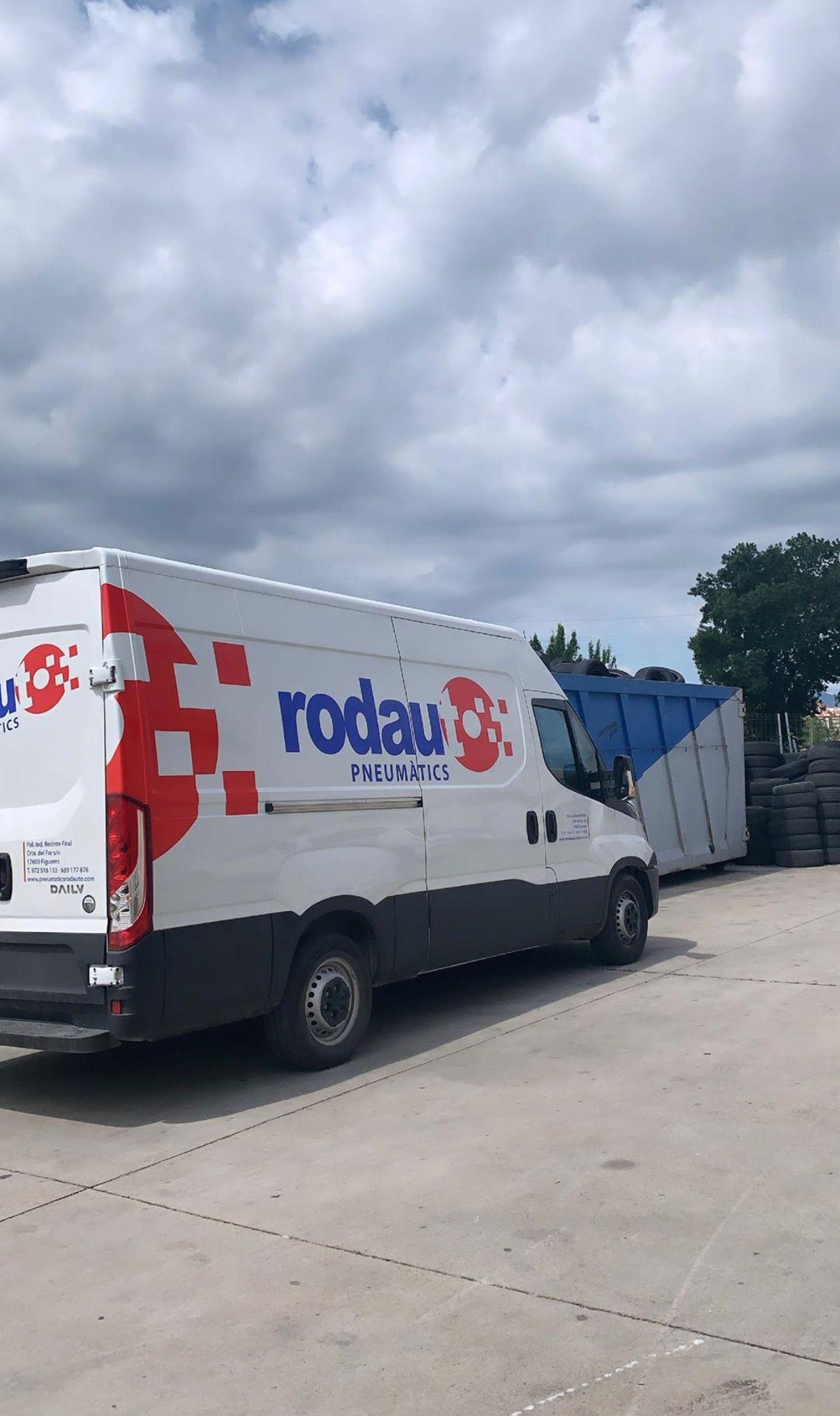 Foto 3 de Reparaciones vehículos, motos y camiones en  | Pneumàtics Rodauto de l'Empordà