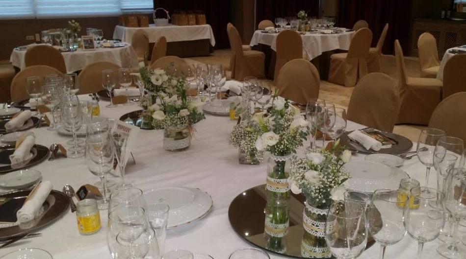 Centros de flores decorativos para celebraciones