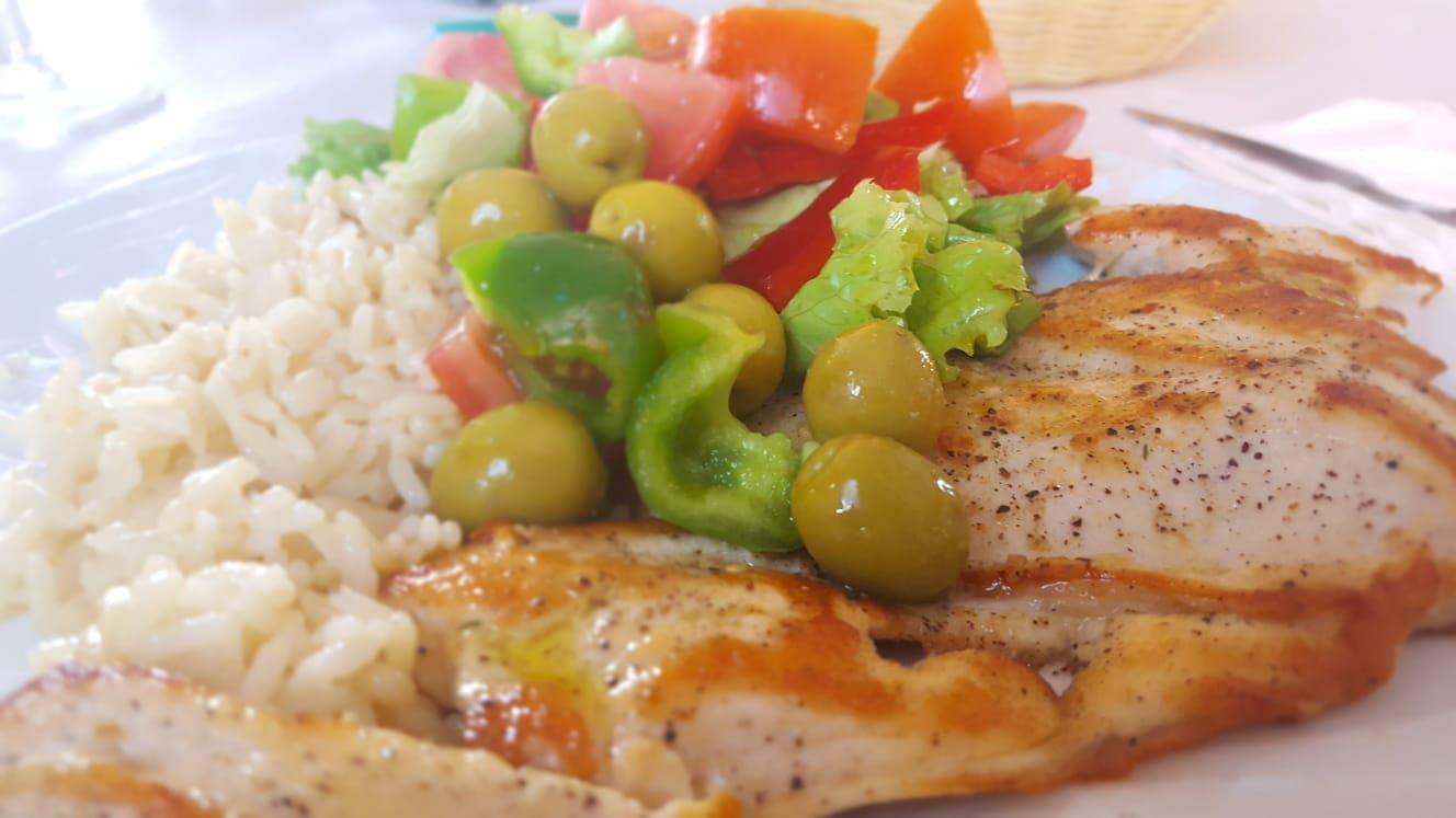 Diferentes platos combinados en Granadilla de Abona
