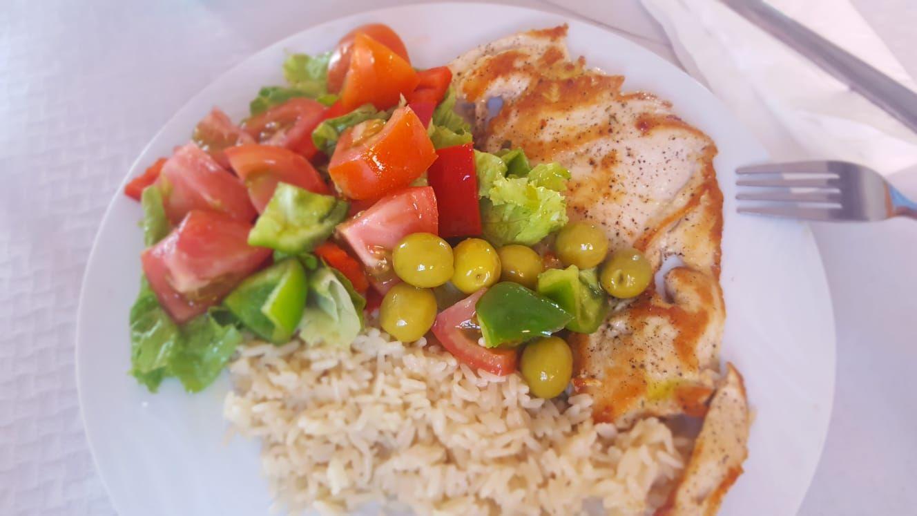 Gran variedad de platos combinados en Granadilla de Abona