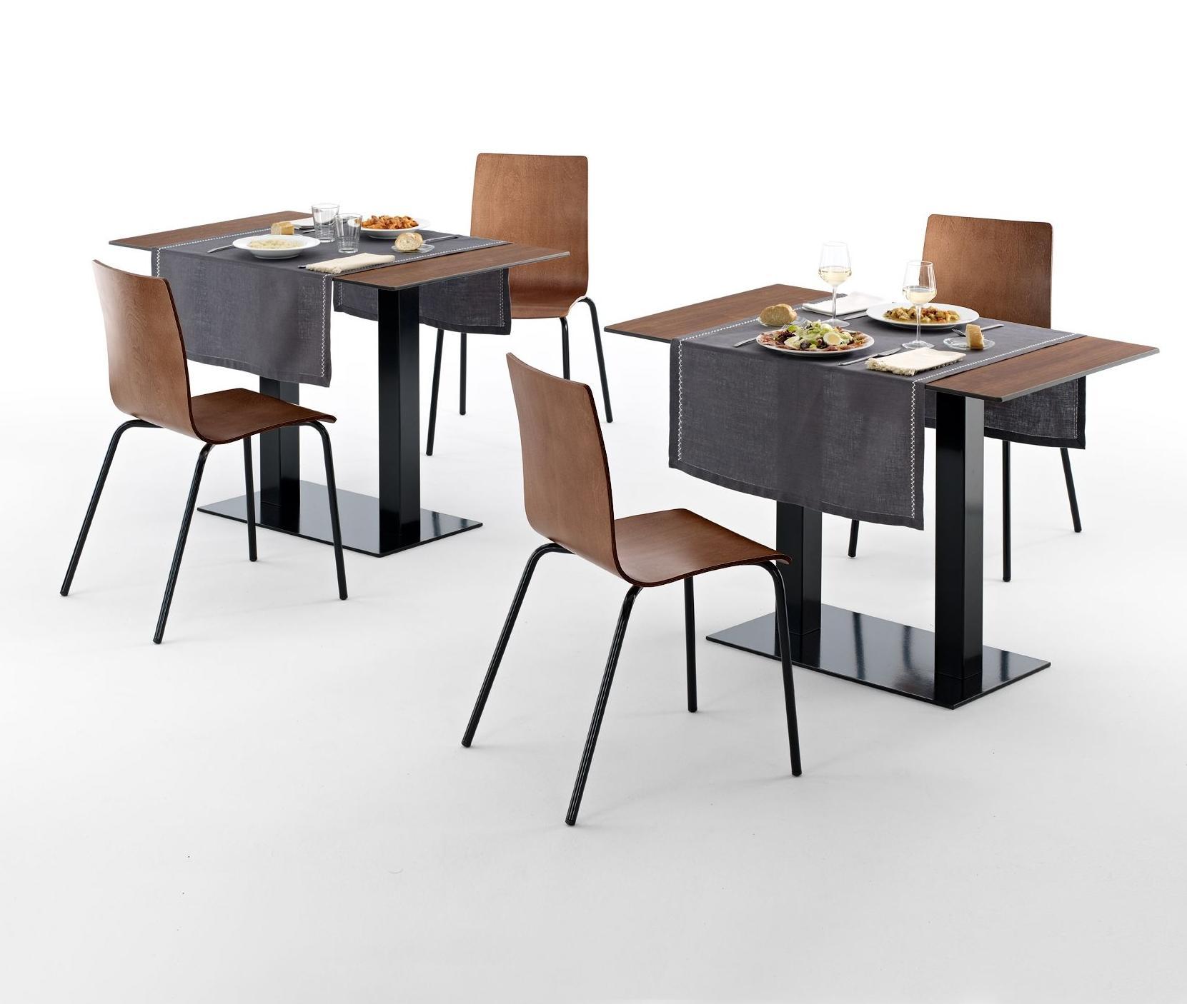 Sillas y mesas color madera para restaurantes