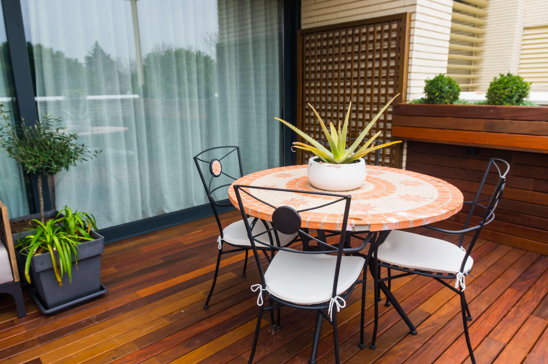 Disfruta de tu terraza con la mejor tarima de madera en Pozuelo de Alarcón