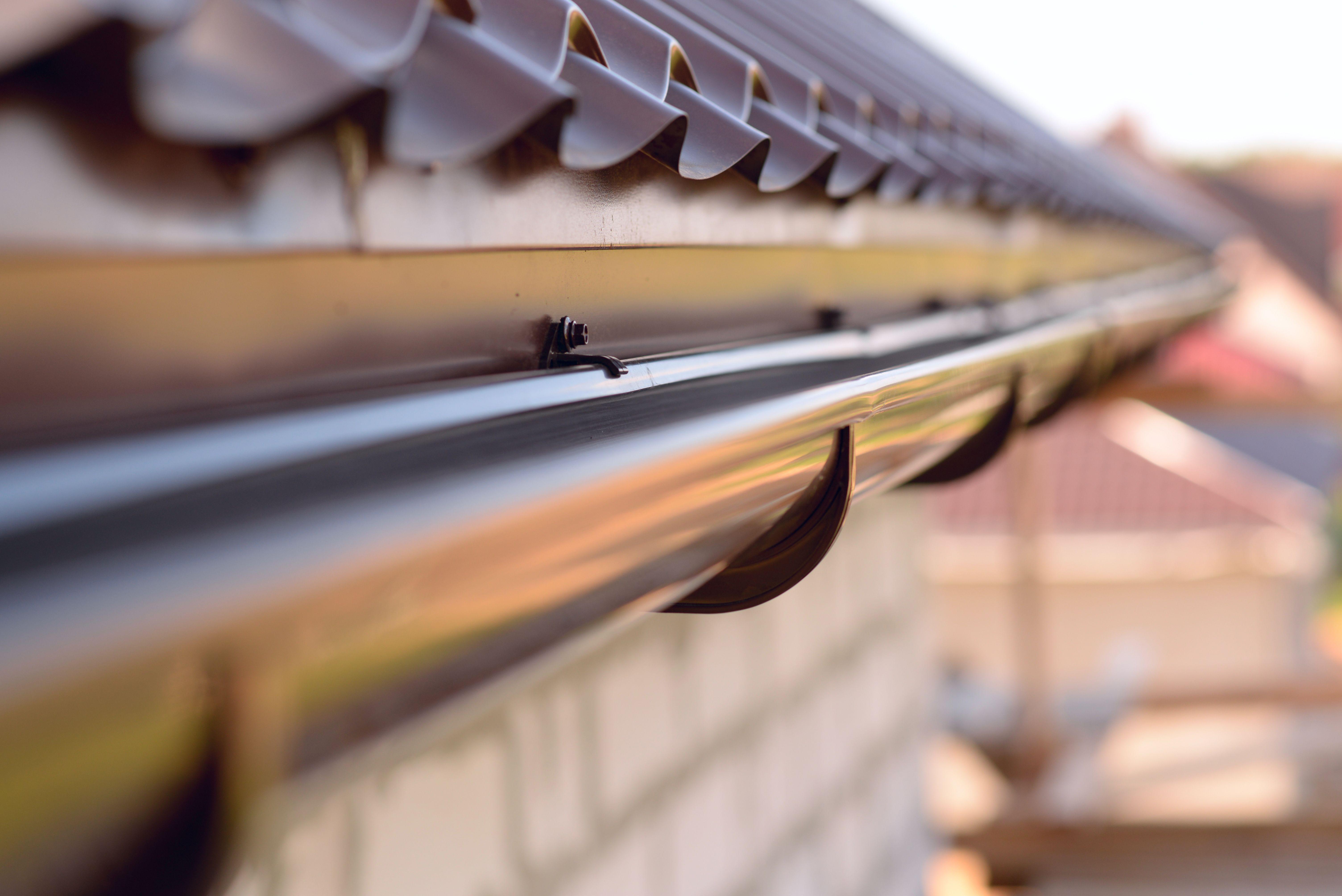 Revisión y mantenimiento de canalones en Madrid