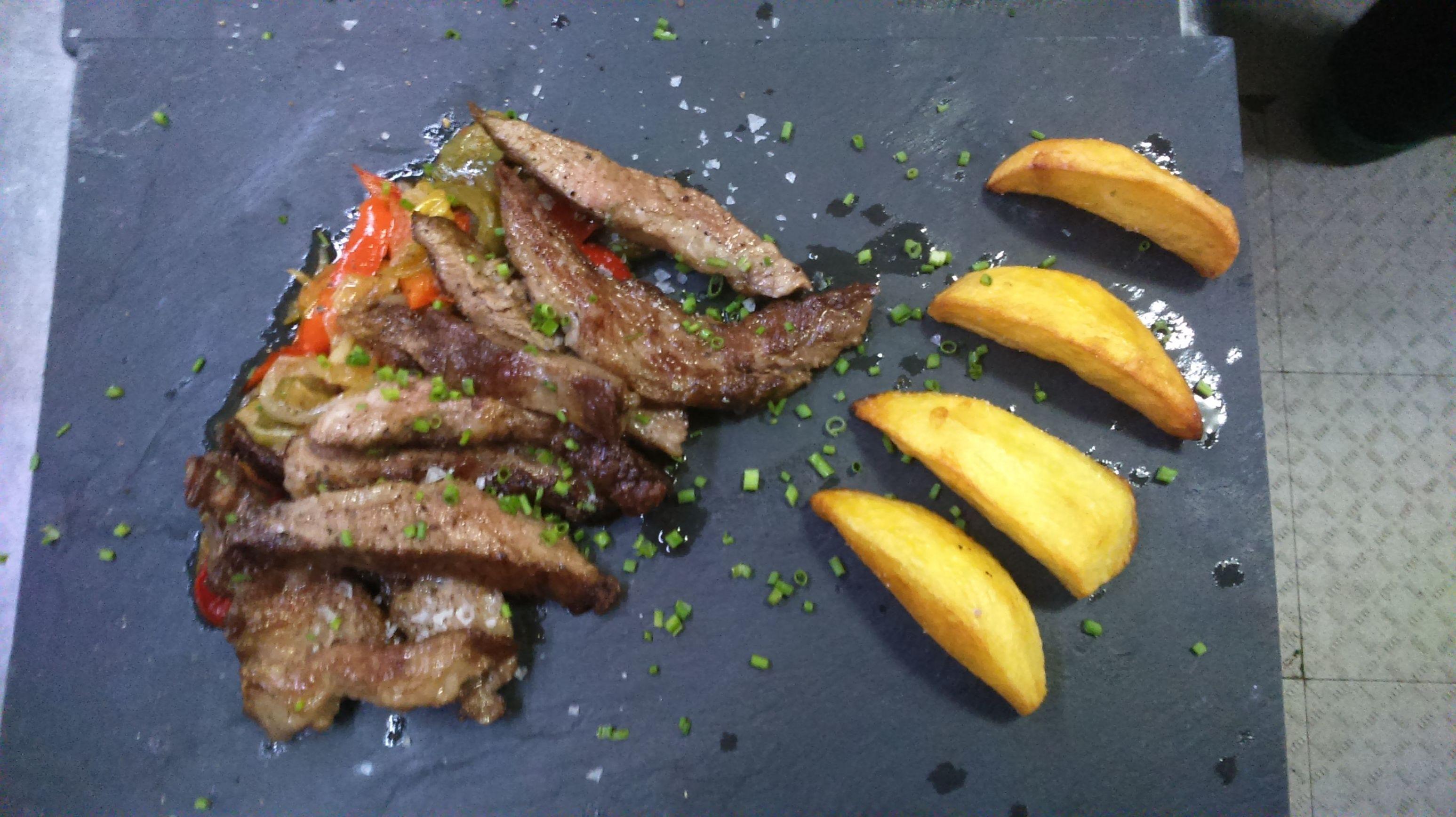 Secreto de cerdo ibérico a la parrilla Restaurante gallego A Cañiza Villaverde