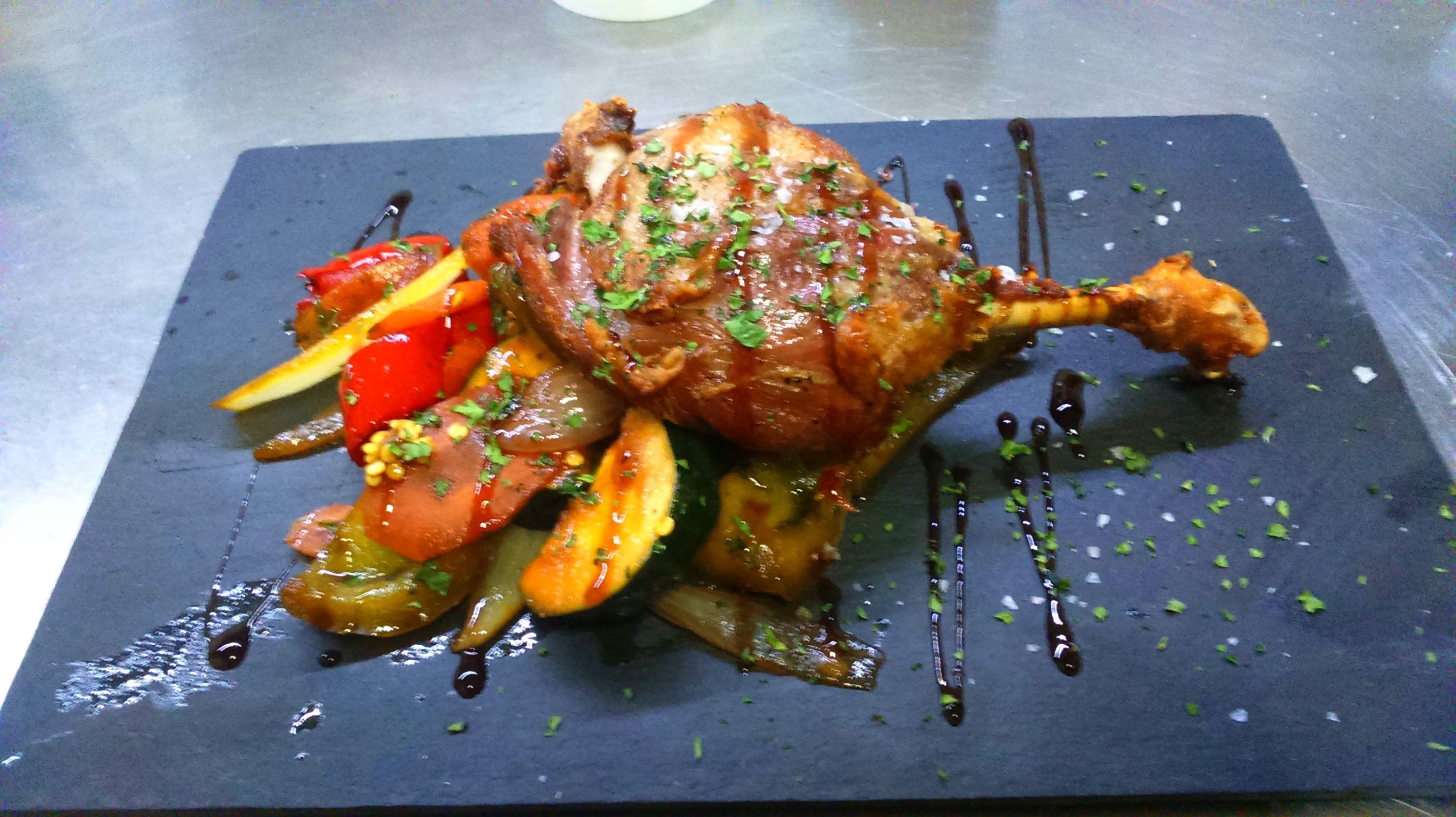 Confite de pato sobre verduras Restaurante gallego A Cañiza Villaverde
