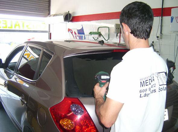 Láminas tintadas en vehículos