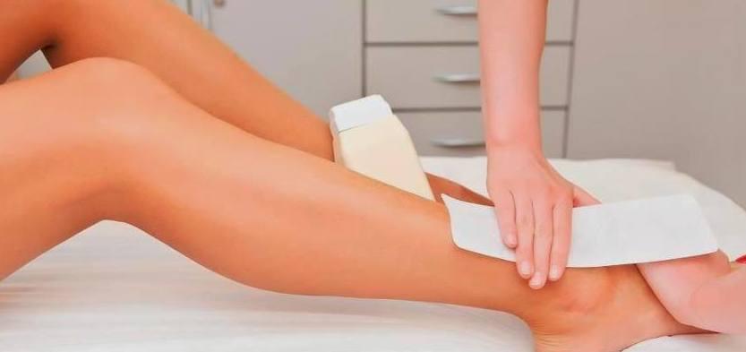 La depilación con cera tibia deja una piel suave e hidratada