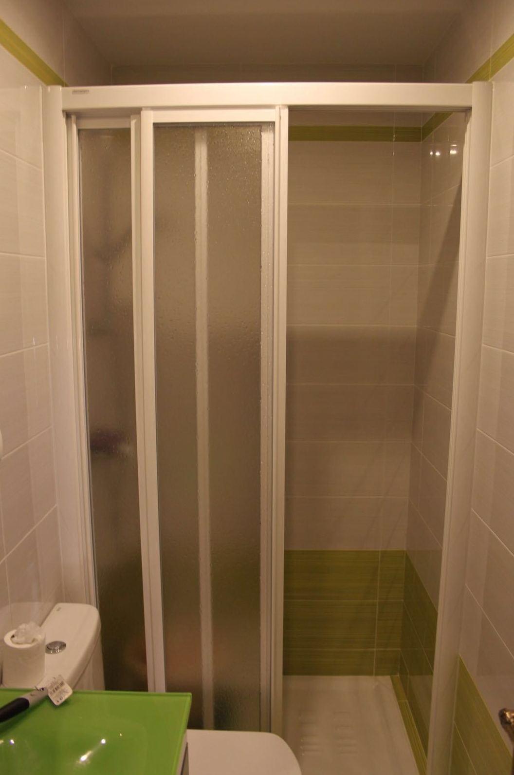 Instalación de plato de ducha por bañera