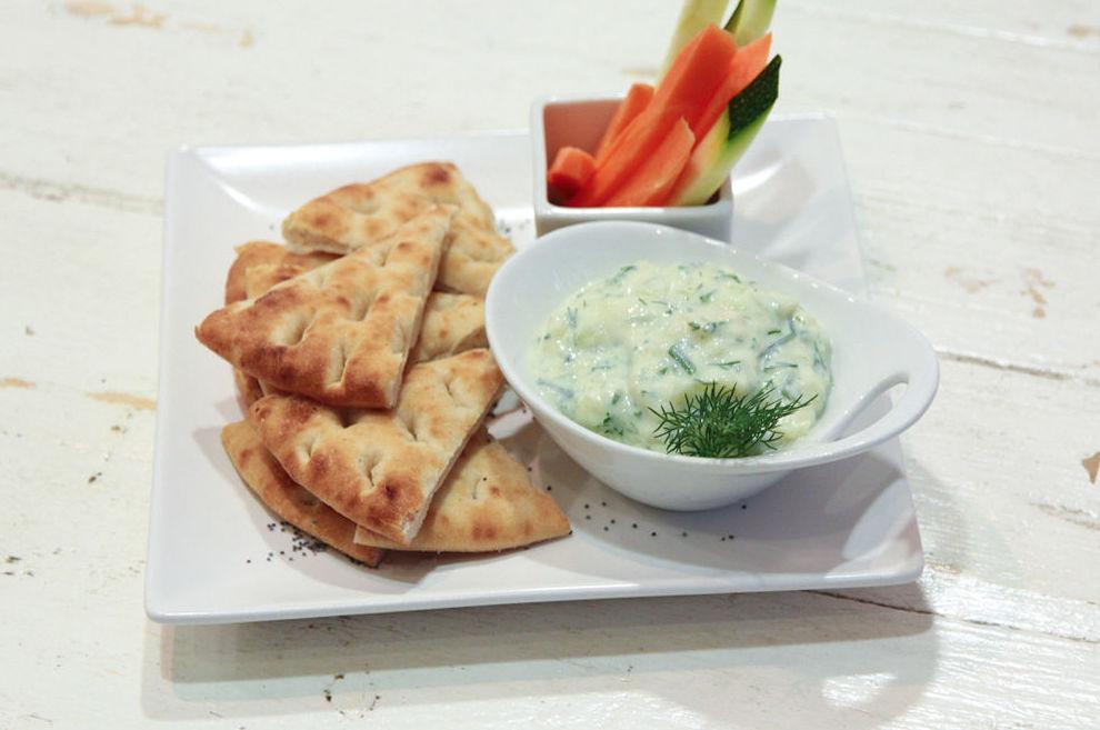 Tzatziki, yogur con eneldo, ajo y pepino