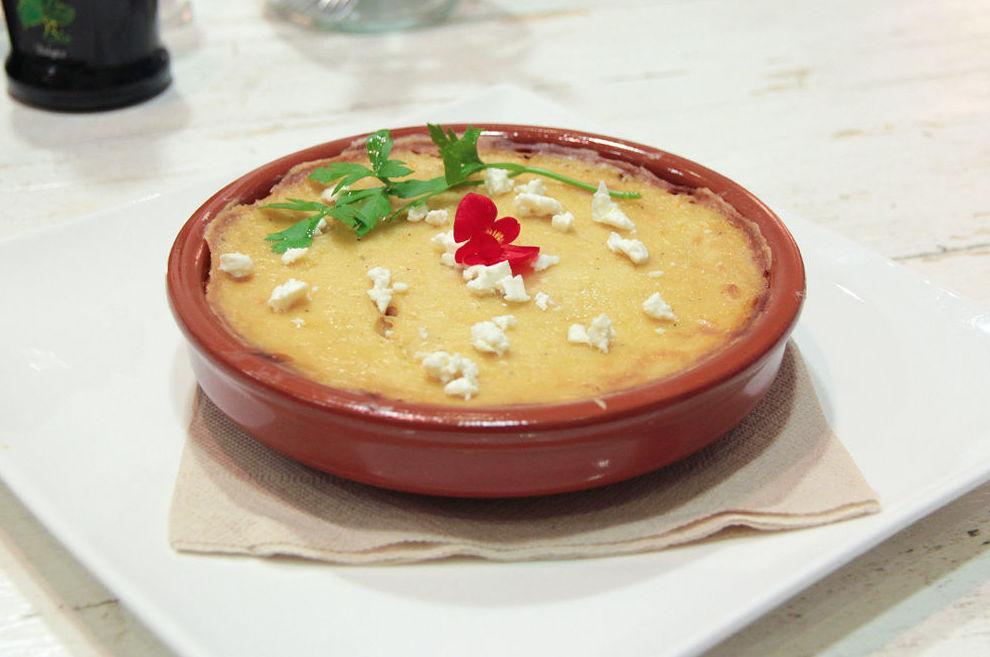Musaka, pastel griego de verduras con bechamel