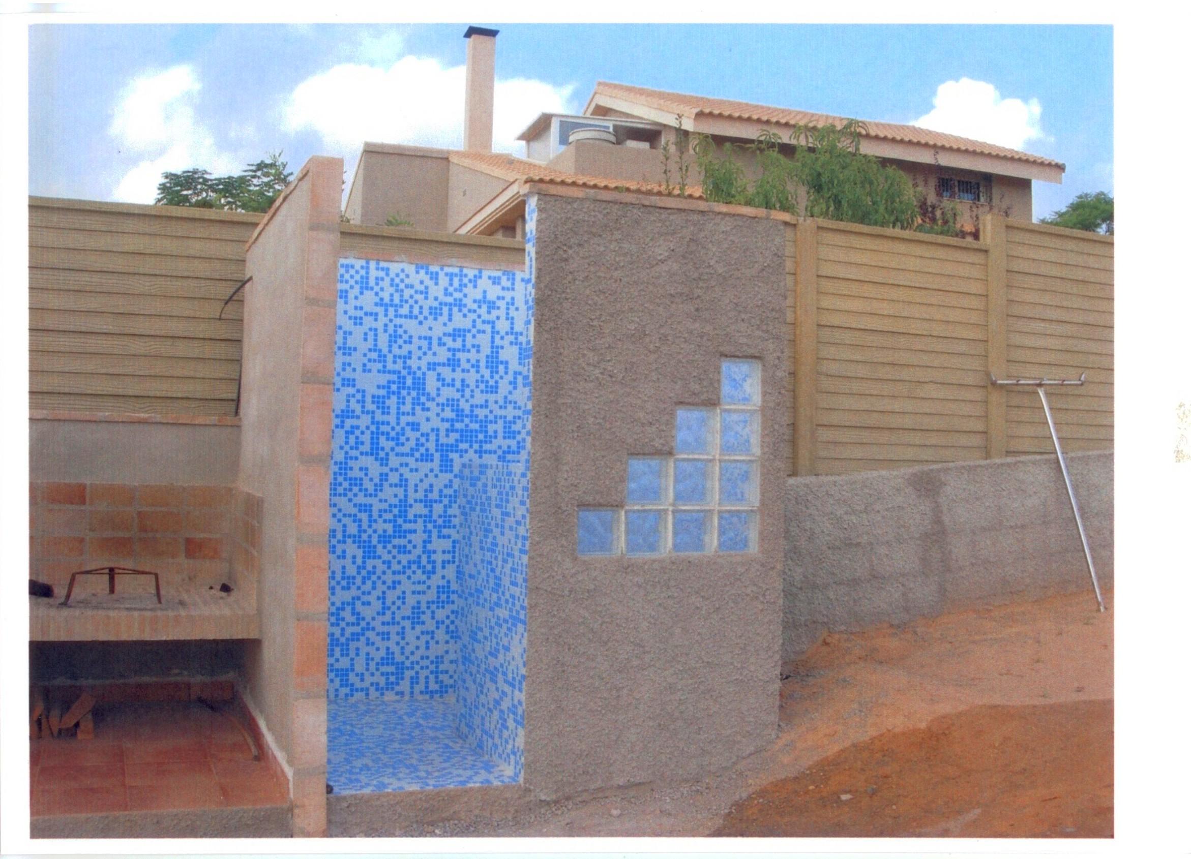 Construcción de ducha exterior