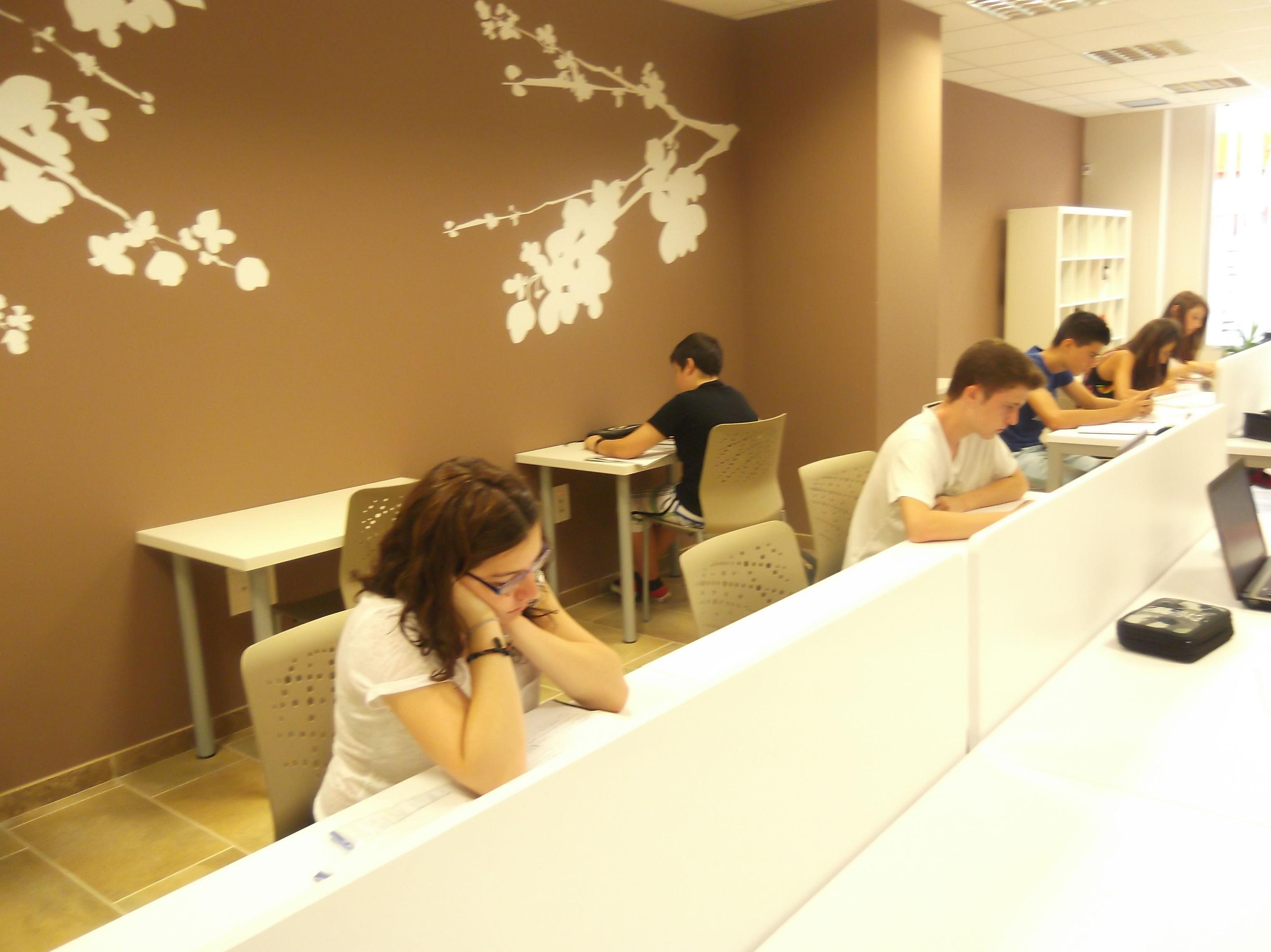 Foto 9 de Academias de Primaria, ESO y Bachillerato en Parla | Centro de estudios Zona