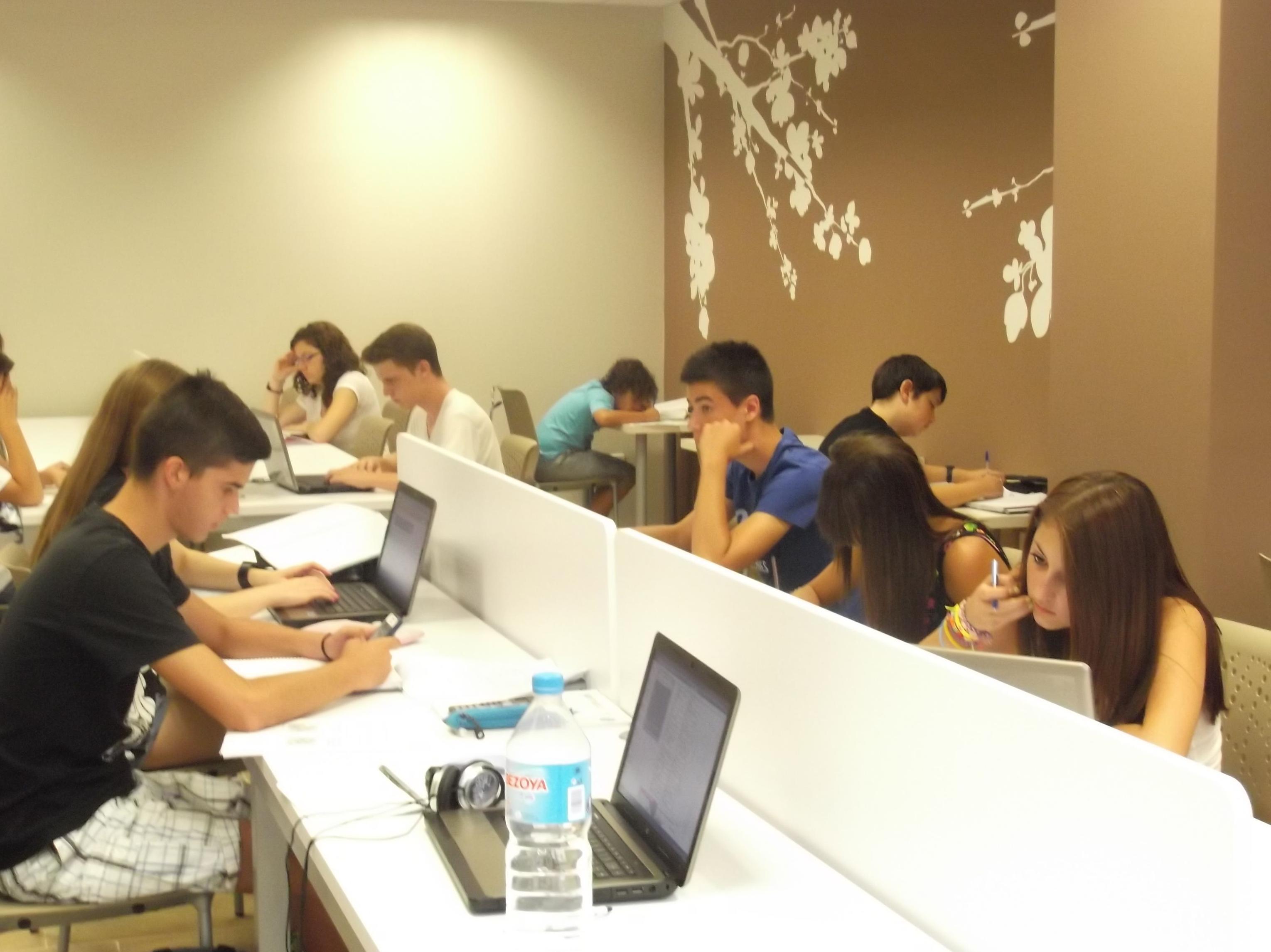 Foto 10 de Academias de Primaria, ESO y Bachillerato en Parla | Centro de estudios Zona