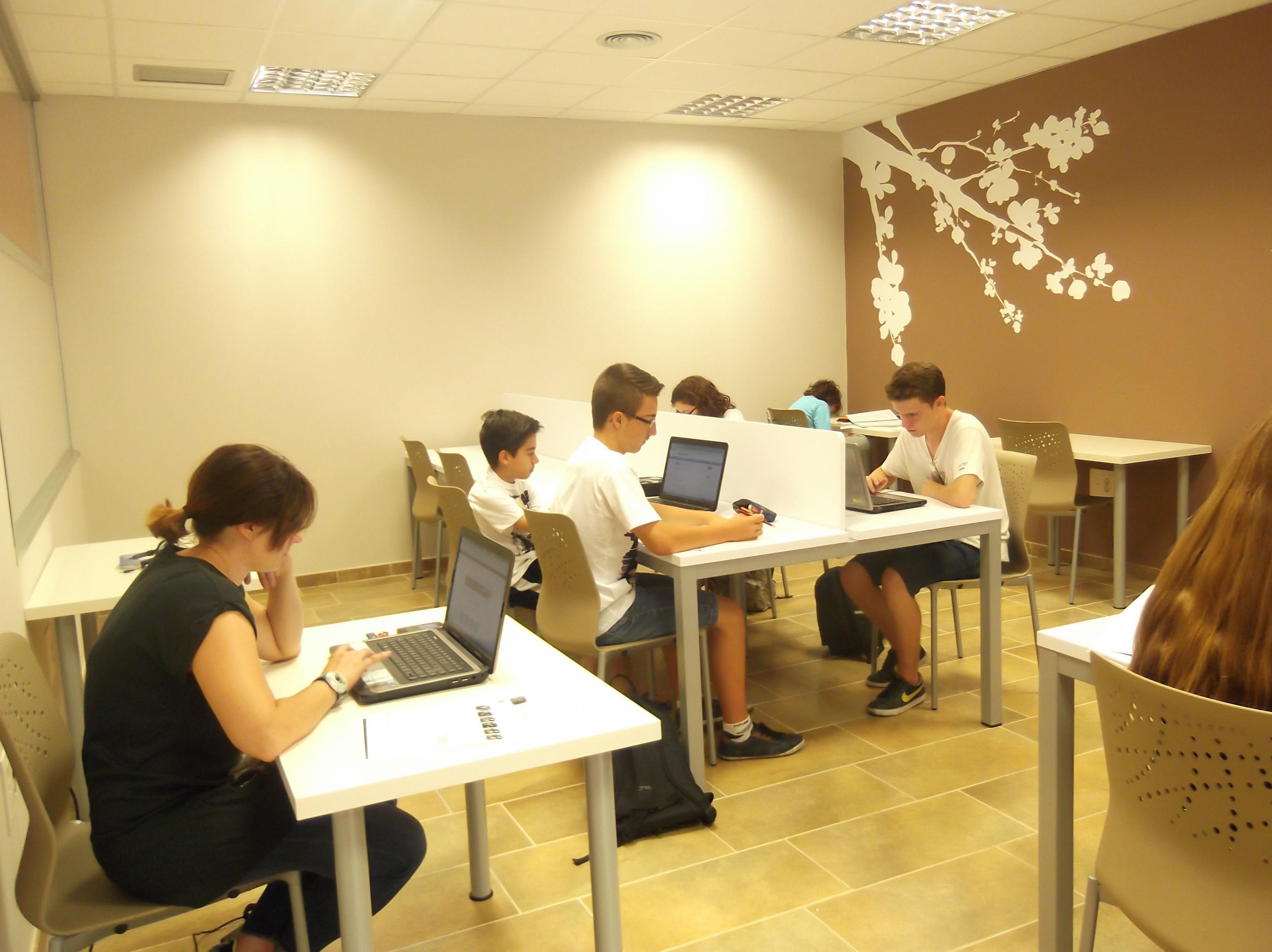 Foto 7 de Academias de Primaria, ESO y Bachillerato en Parla | Centro de estudios Zona